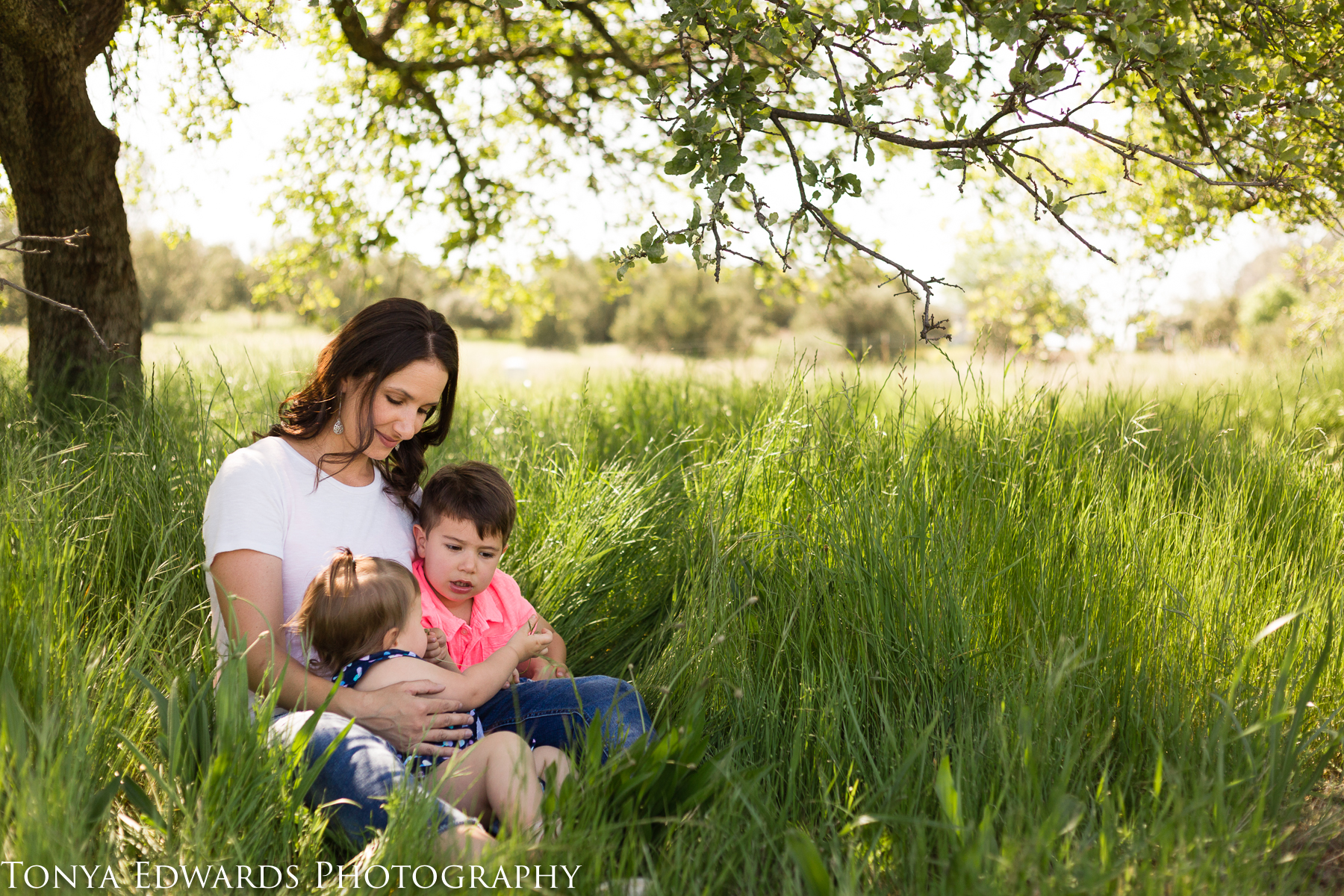 Tonya Edwards | Oroville Photographer | mama and children mini session  with son and daughter