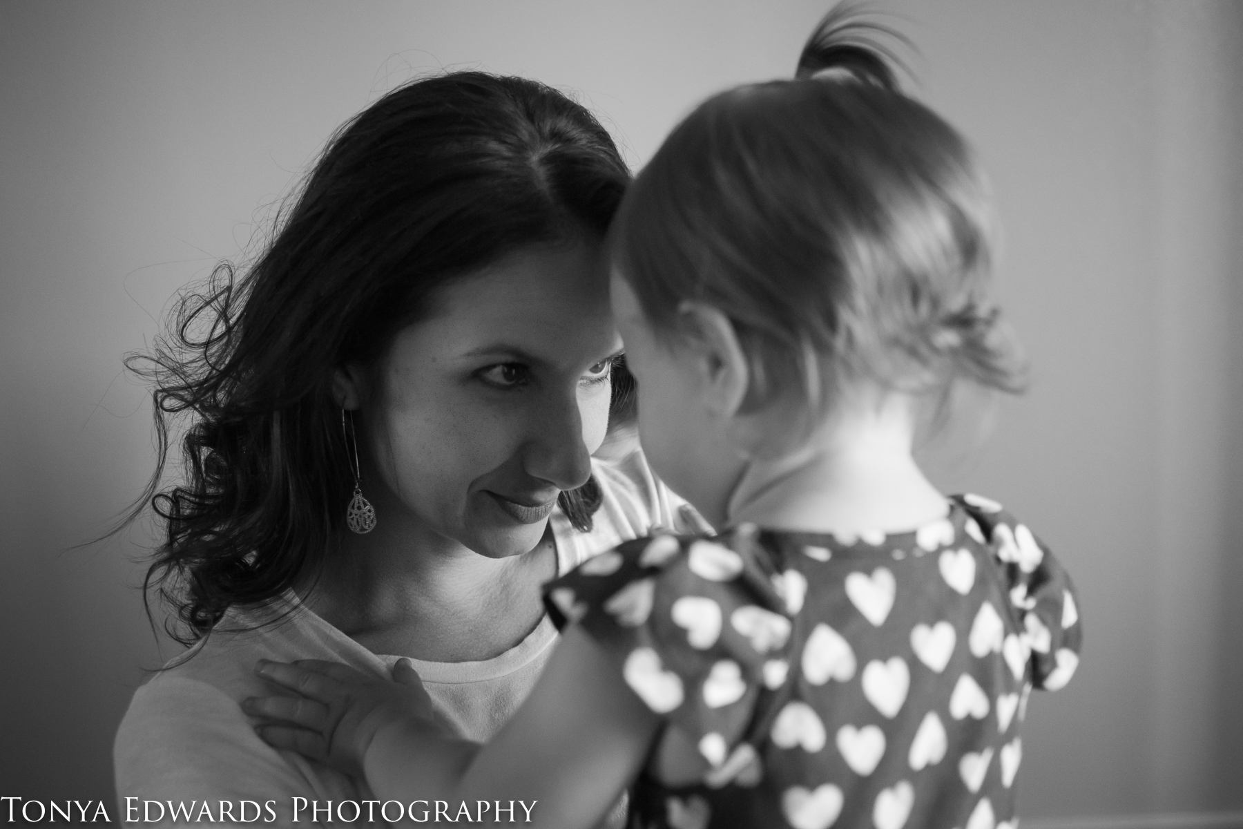 Tonya Edwards Photography | Oroville Photographer | mama and daughter looking into each others eyes natural poses in black and white