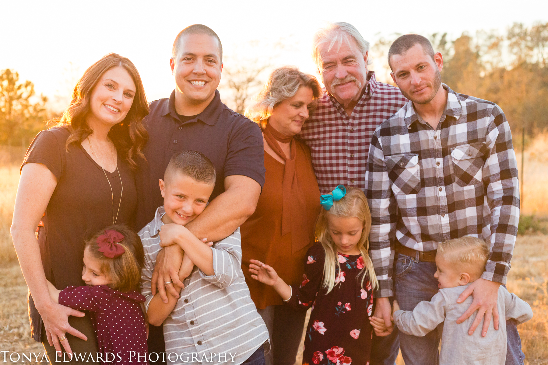 Tonya Edwards | Oroville Family Photographer | extended family at golden hour