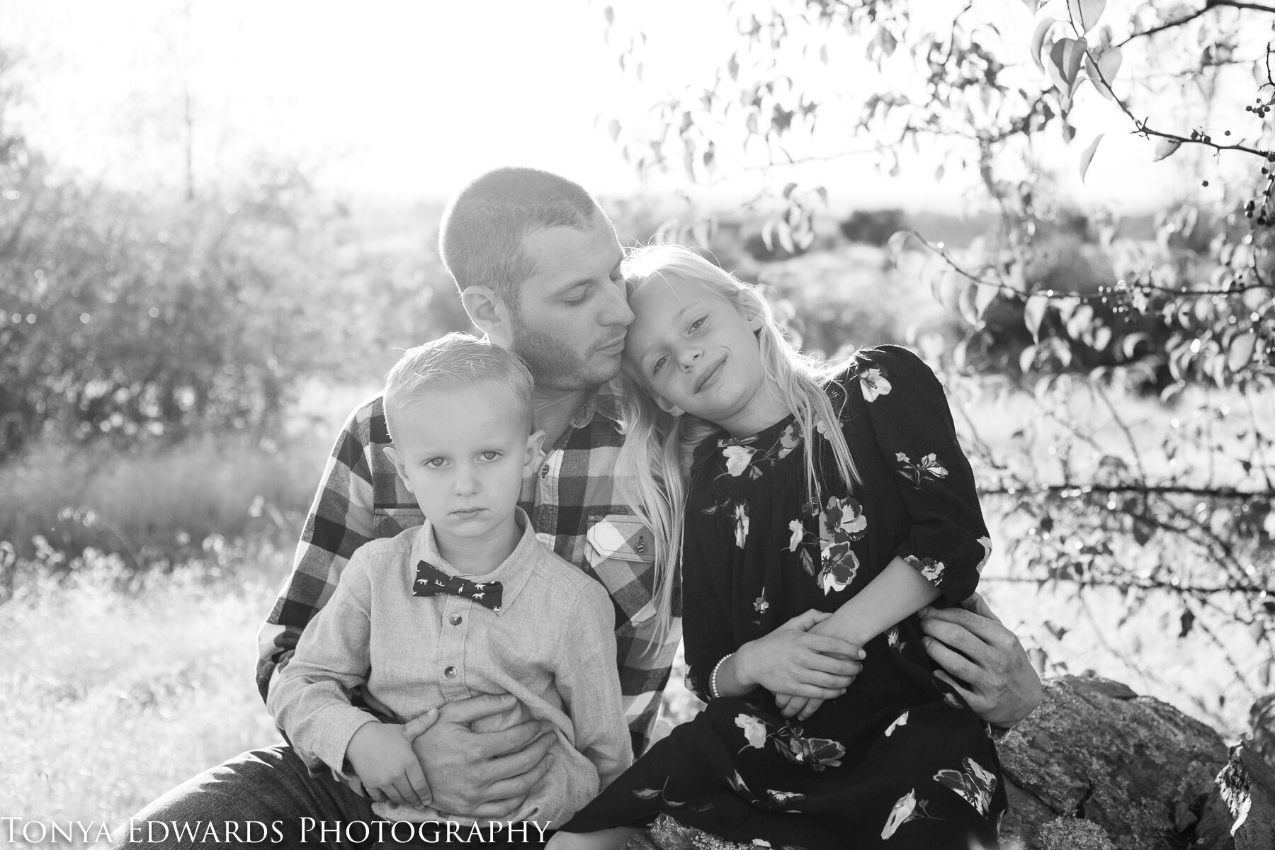 Tonya Edwards | Oroville Family Photographer | father son daughter golden hour