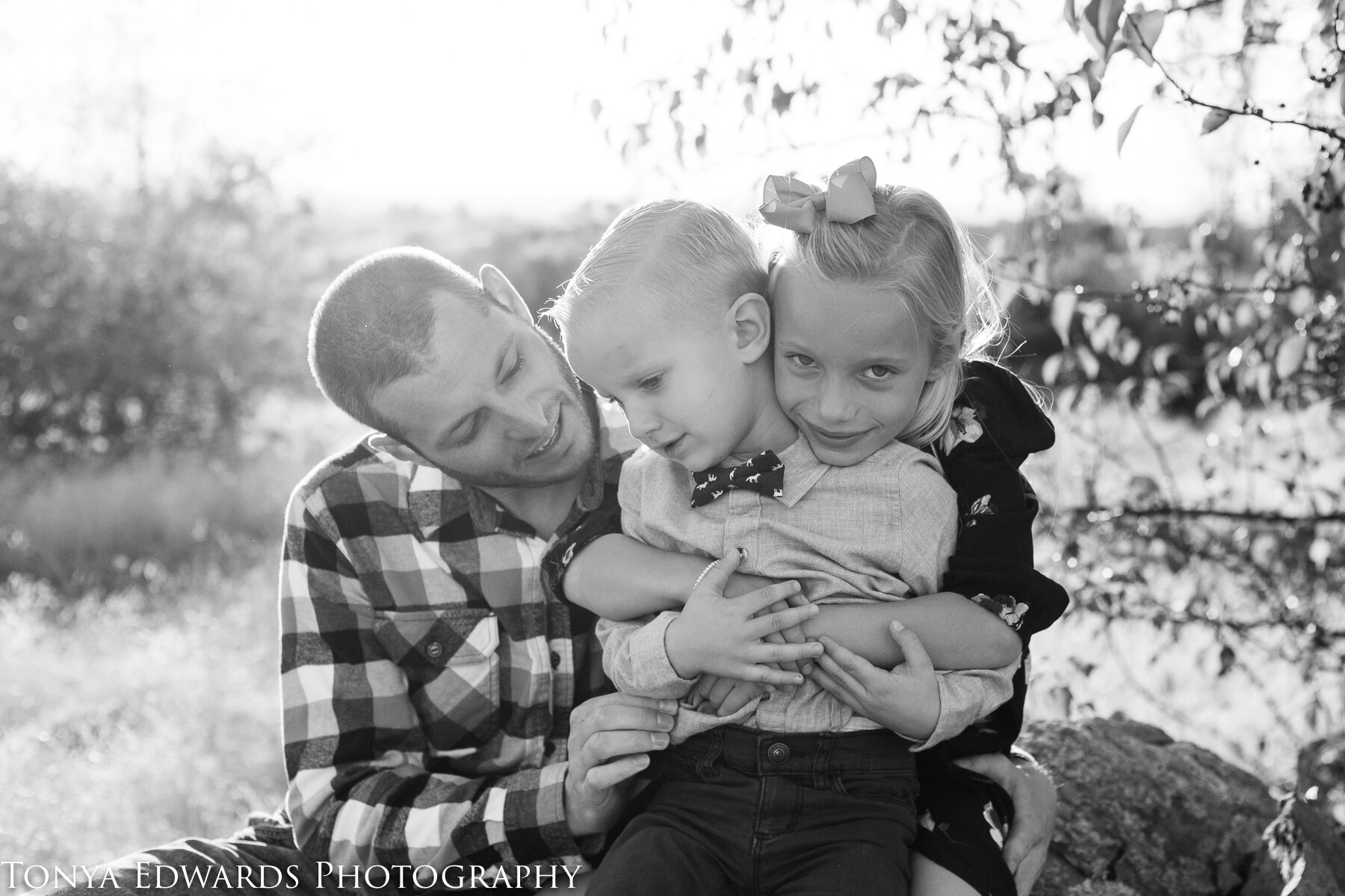 Tonya Edwards | Oroville Family Photographer | dad son daughter hugging