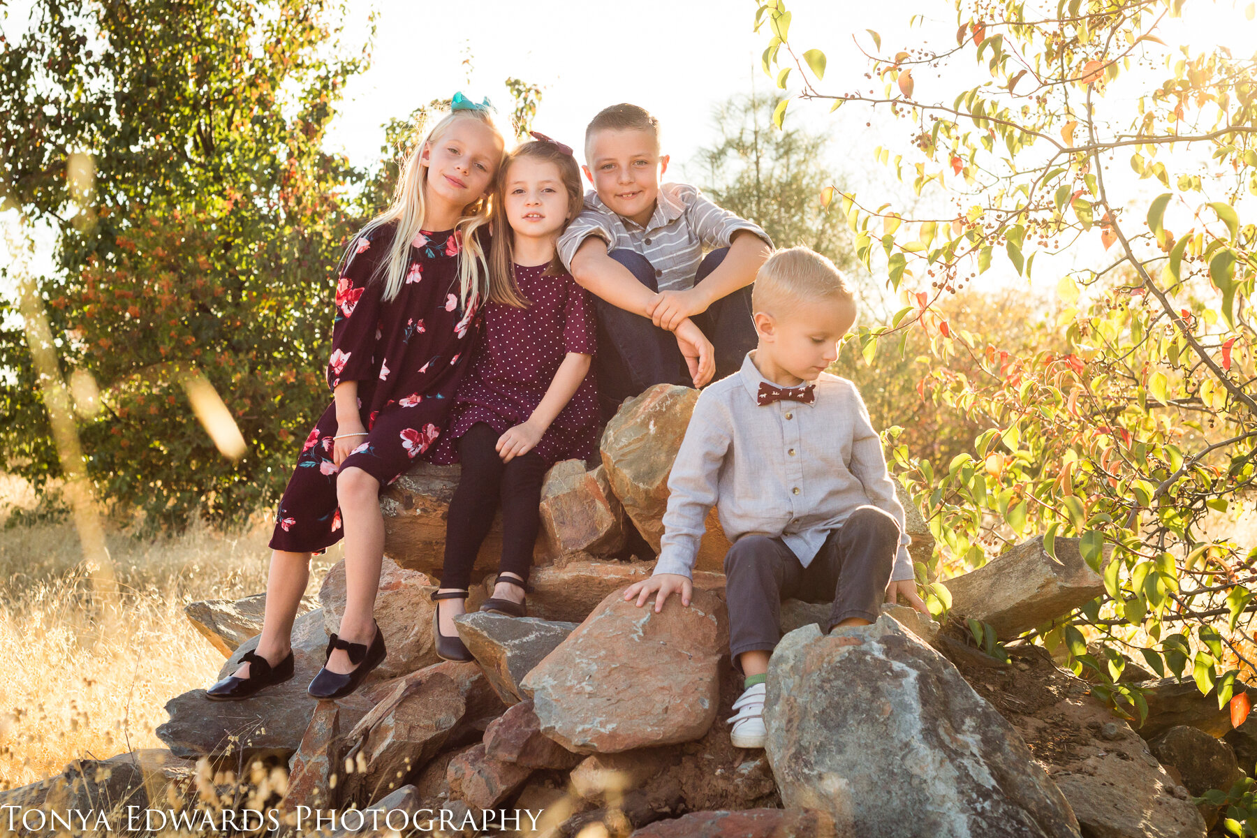 Tonya Edwards | Oroville Photographer | extended family cousins pose
