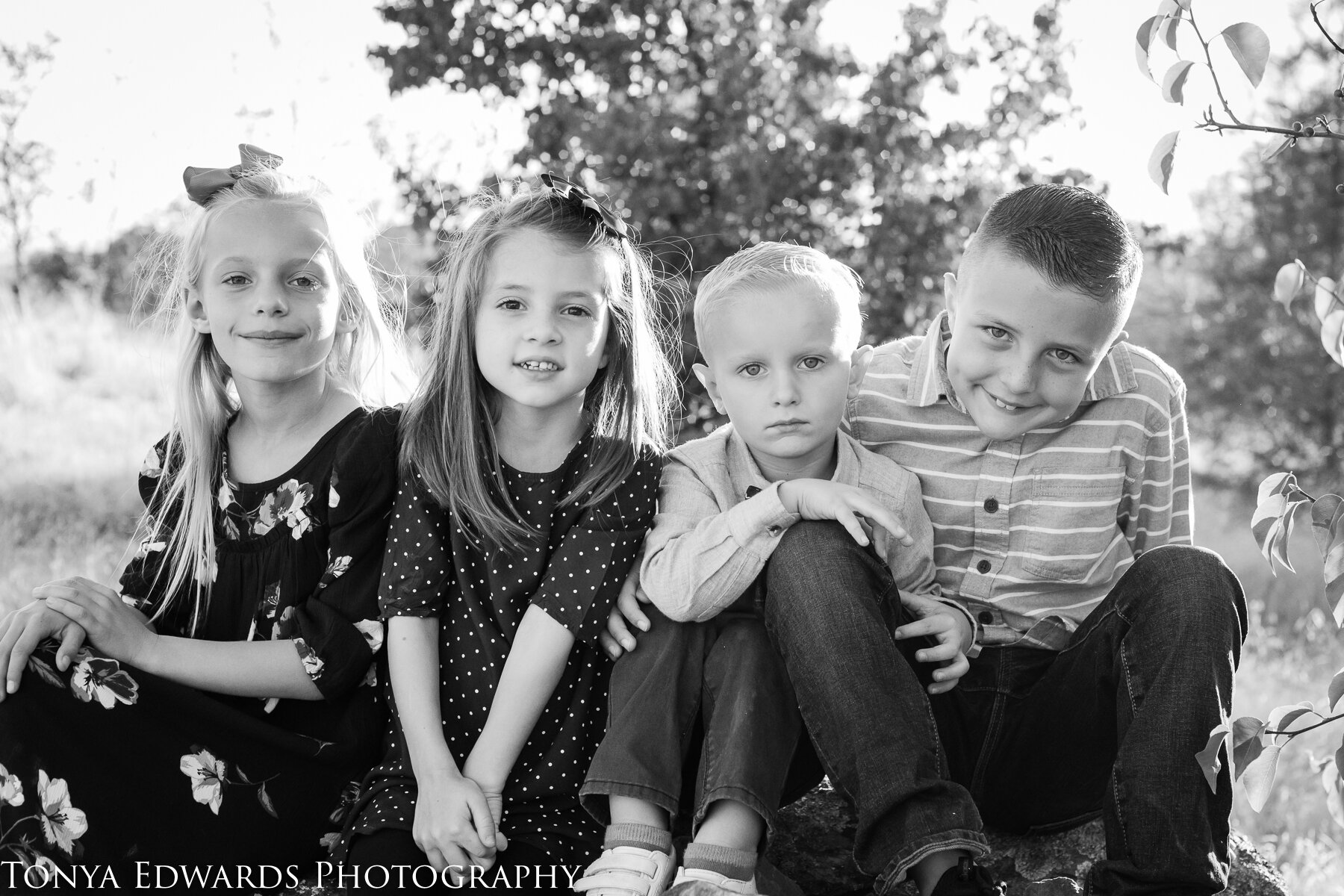 Tonya Edwards | Oroville Photographer | extended family sessions cousins together
