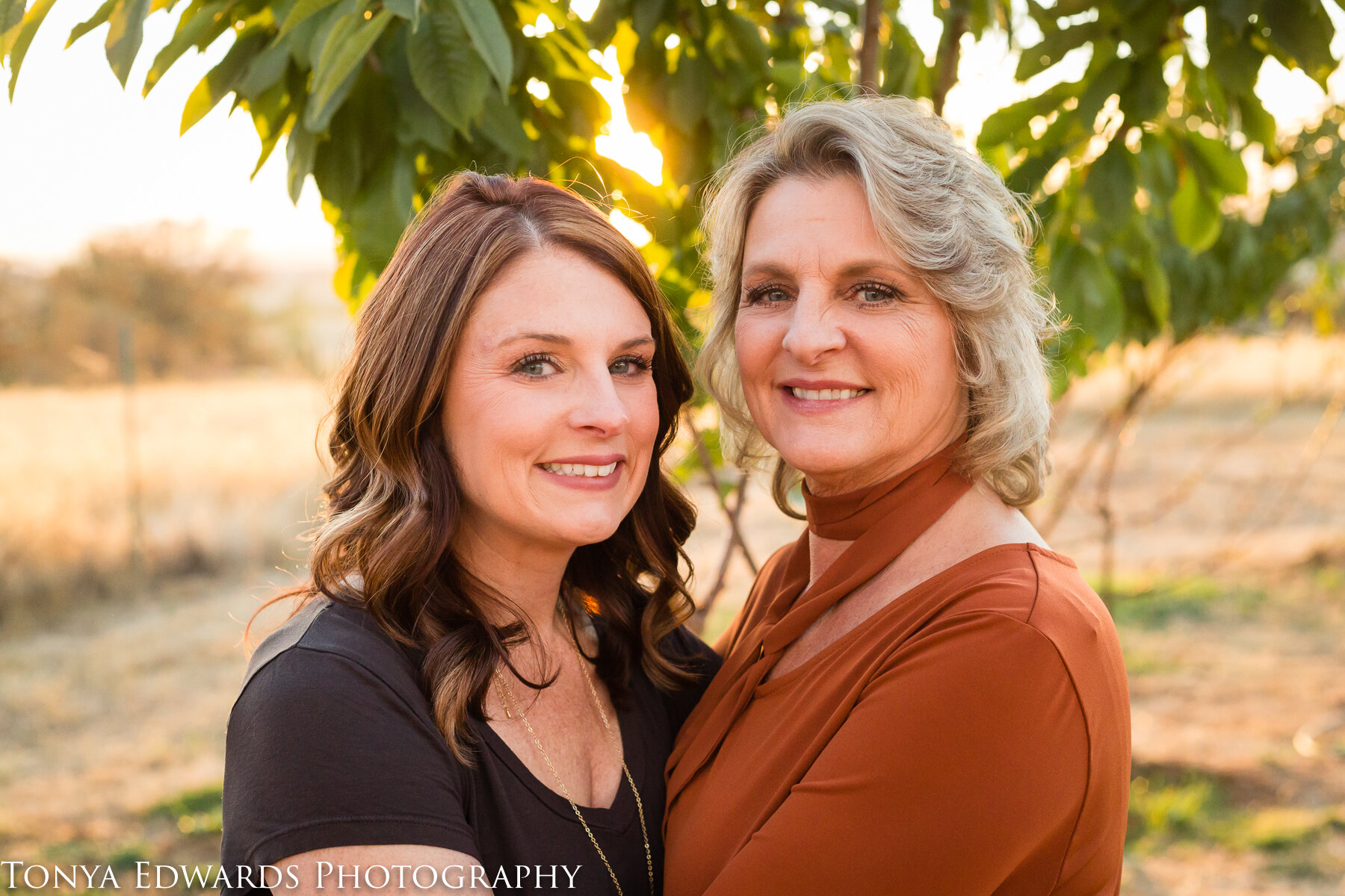 Tonya Edwards | Oroville Family Photographer | mother daughter portrait