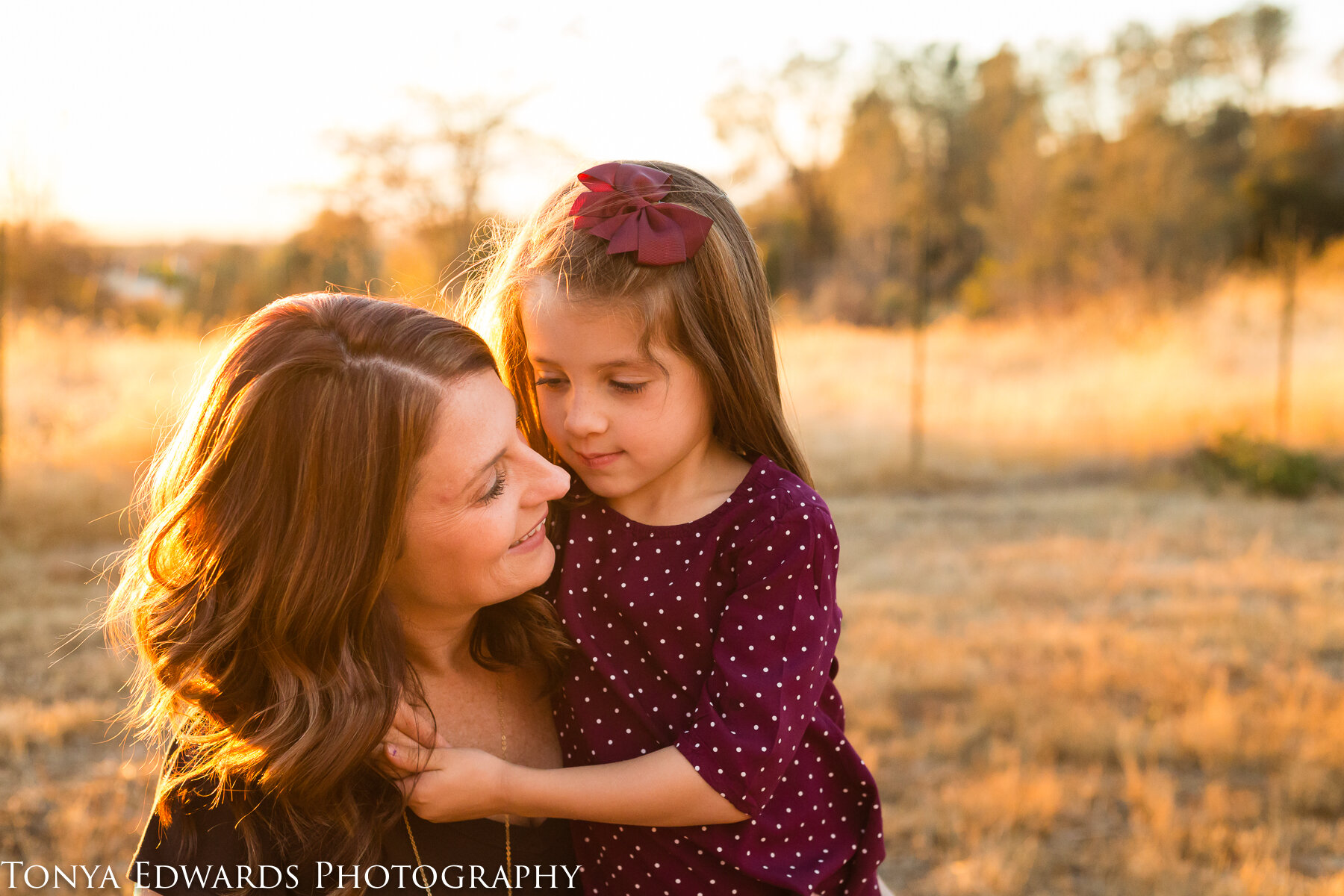 Tonya Edwards | Oroville Family Photographer | mother daughter hugging
