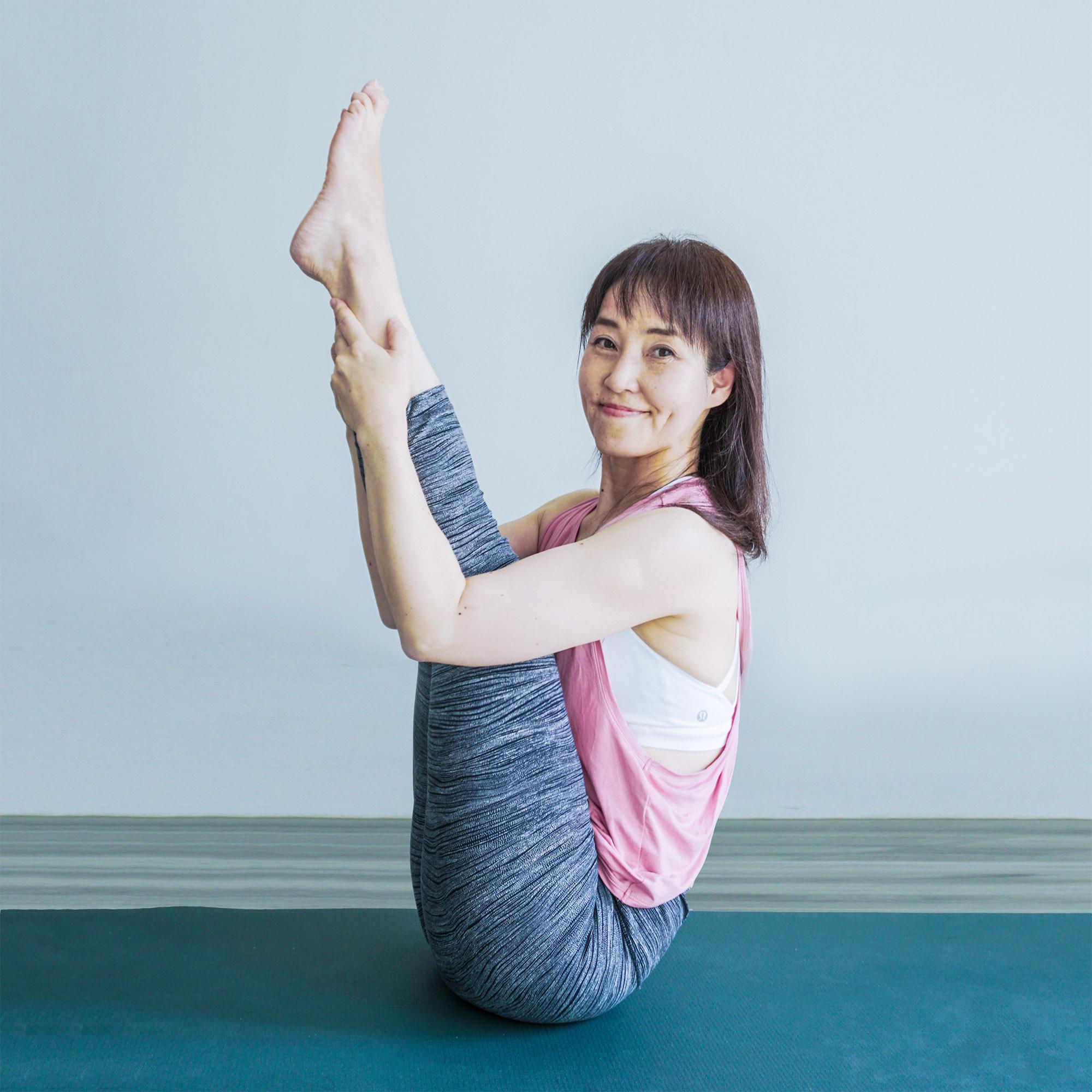 Yuko-Nakamura-Urdhva-Paschimottanasana.jpg