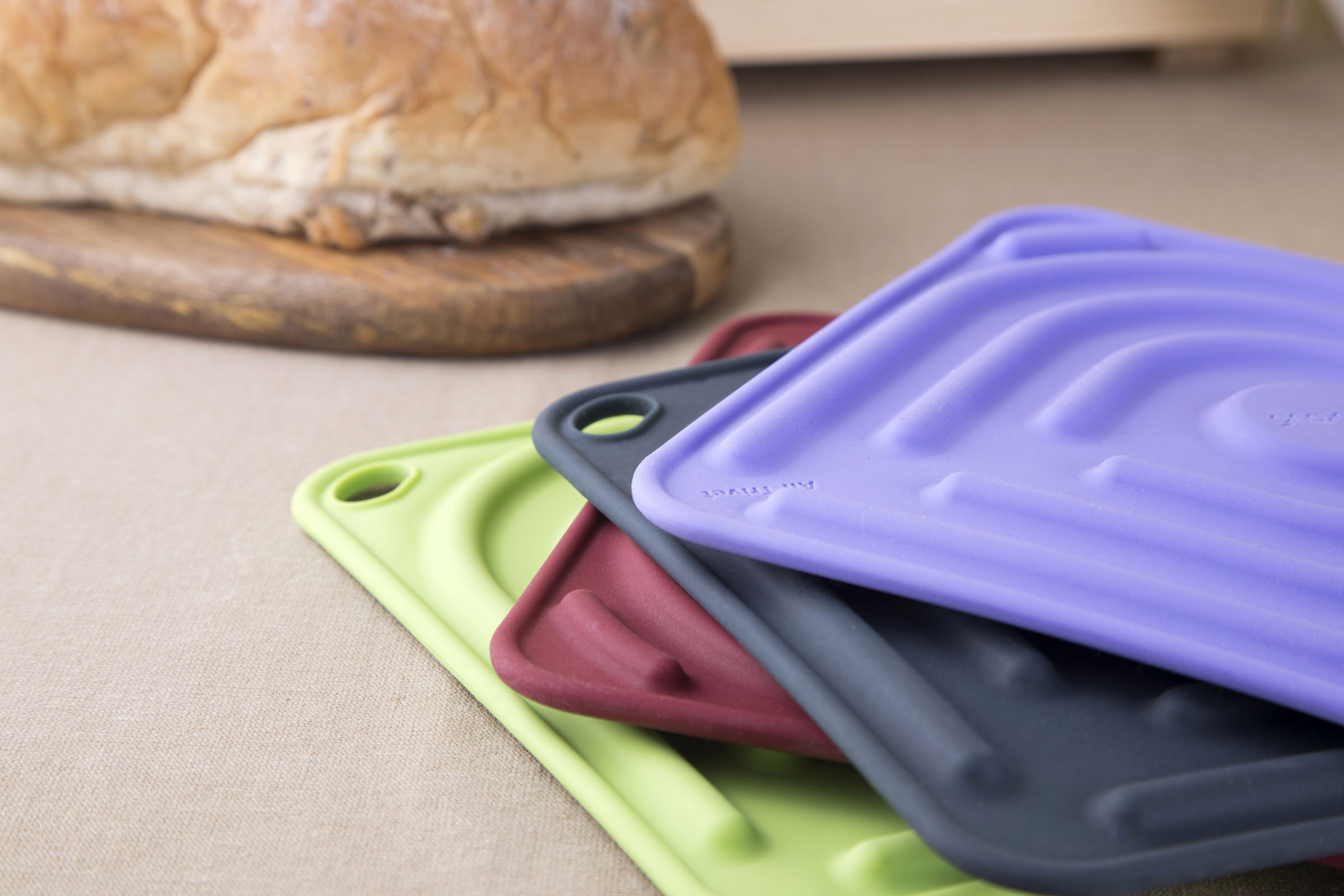 Air Trivet - Silicone trivet & pot holder. With integrated air tubes for extra heat protection and cushioning.