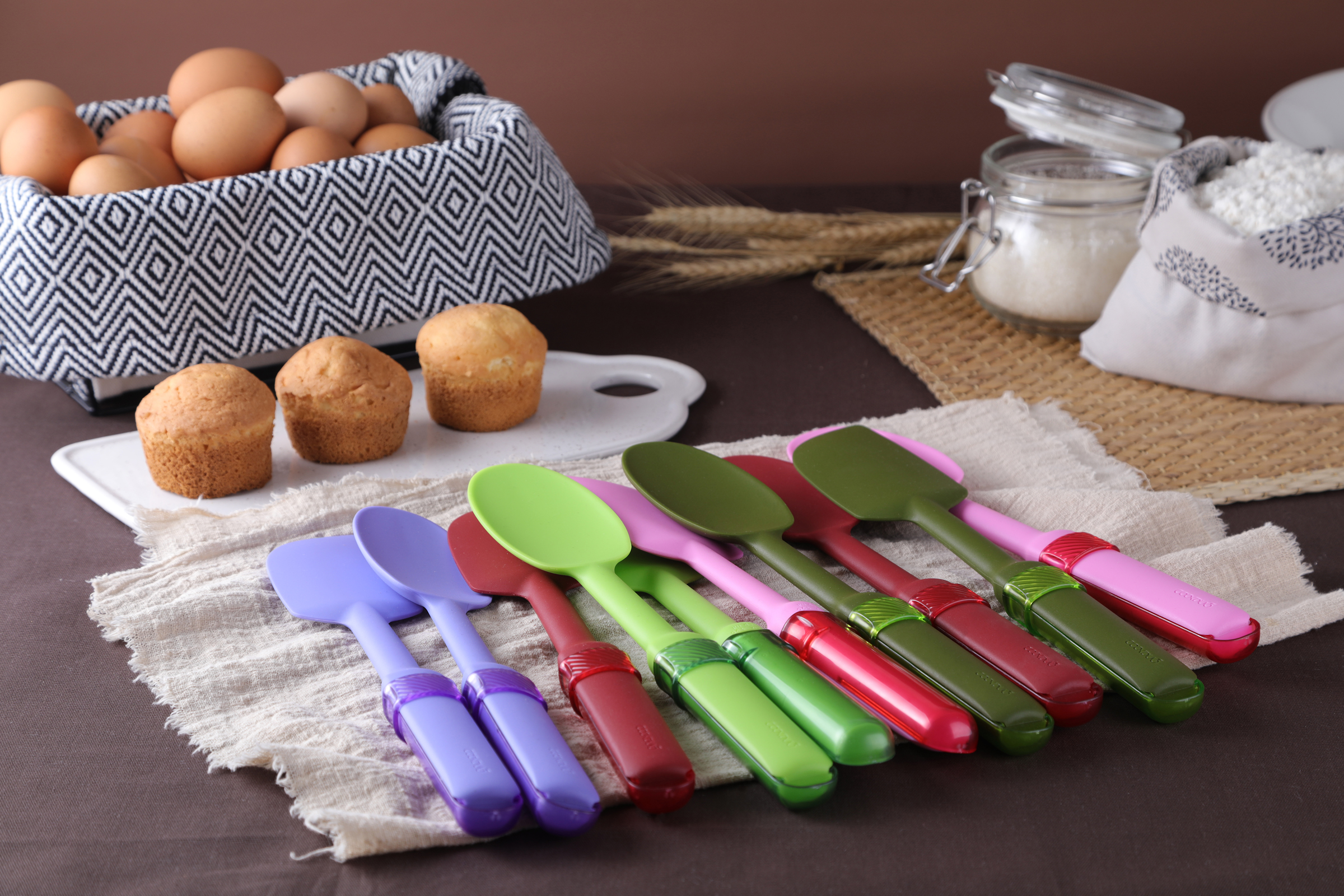 Mix & Measure - Silicone spatula and spoon with adjustable measuring spoon built into the handle