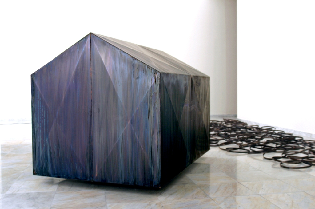 sort kobberhus med slep (2).jpg