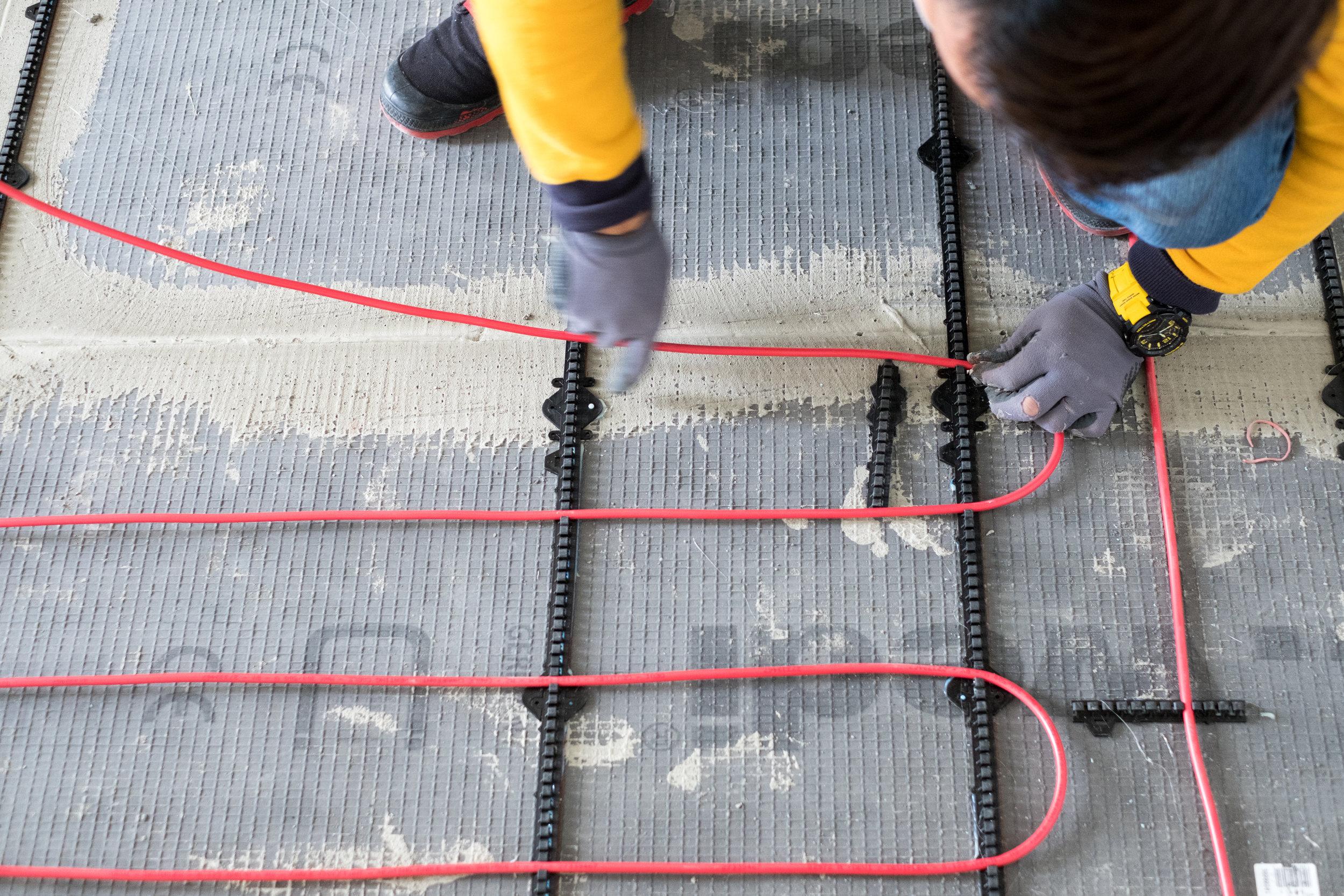 舖設 DEVI flex 地暖電纜