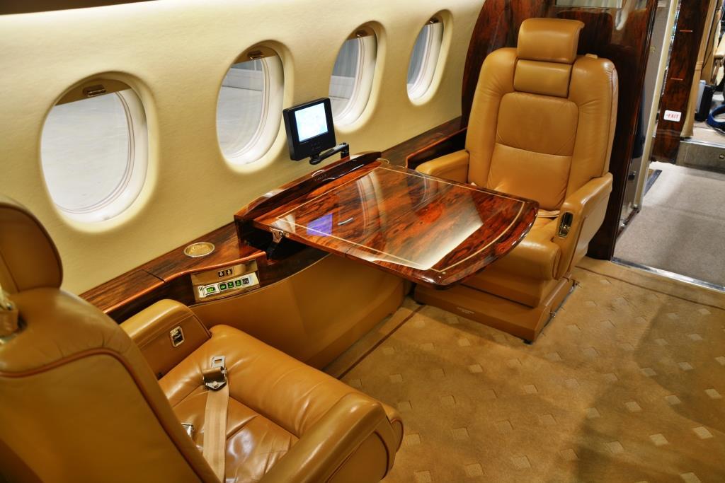 2006 Falcon 2000 Interior 9
