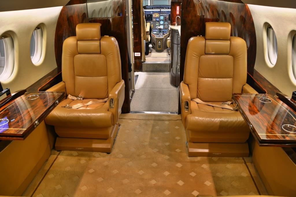 2006 Falcon 2000 Interior 10