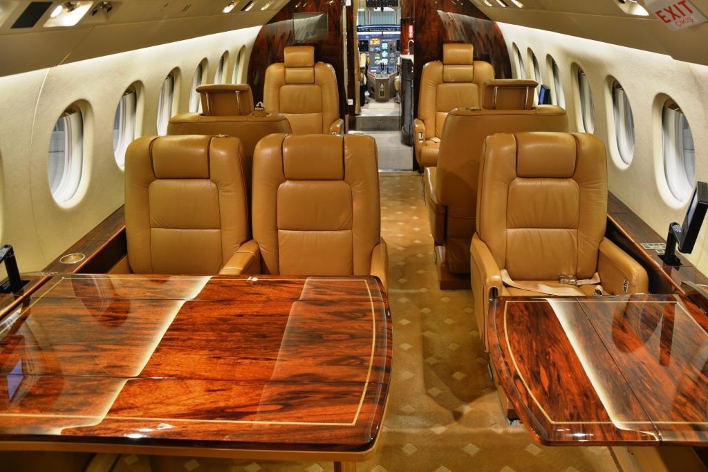 2006 Falcon 2000 Interior 11