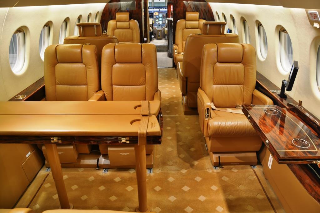 2006 Falcon 2000 Interior 12