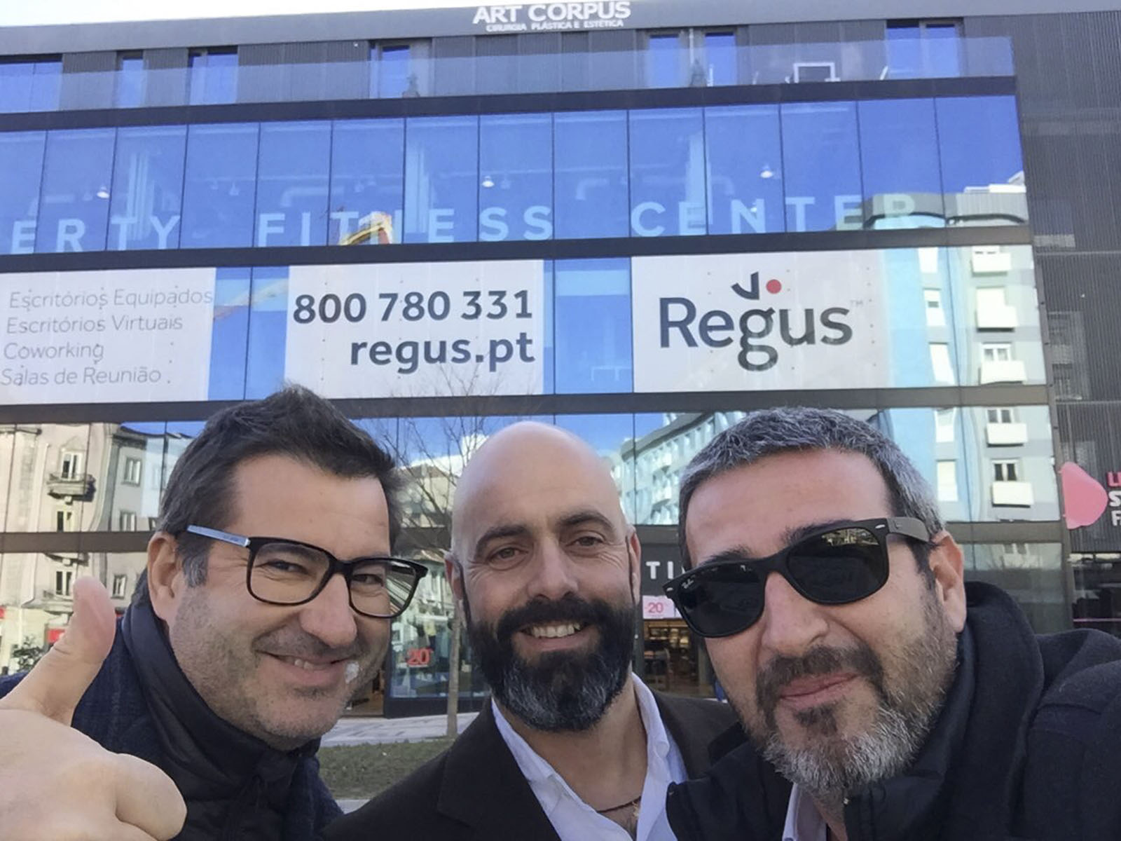 Vector Mais team at the delivery of the Regus office in Braga.