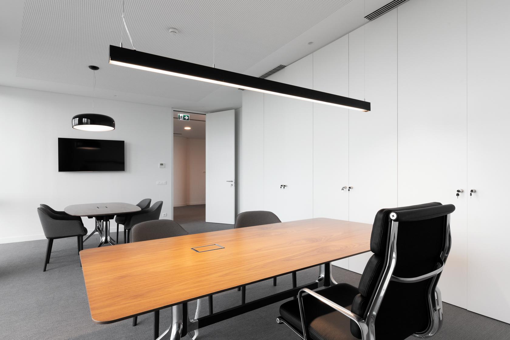 Gabinete no novo escritório da Roff