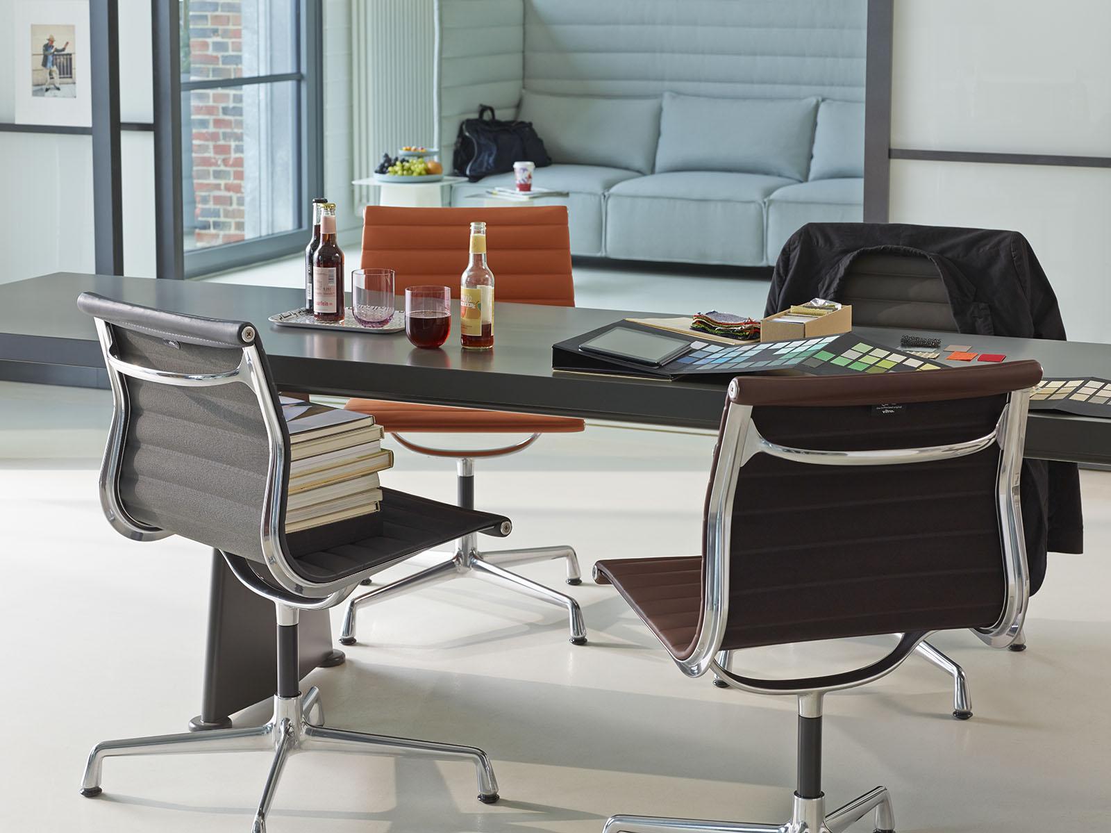 meeting_Aluminium Chair EA 101 Trapèze_816872_master.jpg