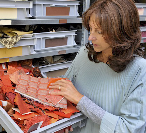 """""""A colecção 08 de revestimentos murais têxteis relativiza o luxo. É discreta e sofisticada. Ocasionalmente, podemos ver algo um pouco mais decorativo, mas nunca em demasia."""" - Christiane Müller, directora de design da Vescom"""