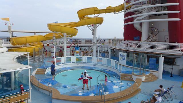 Kids pool and splash area, Deck 9