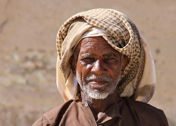 Omani man with khanjar dagger.jpg