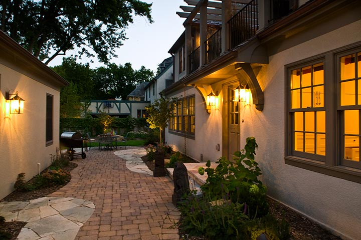 edina-mpls-courtyard-path.jpg
