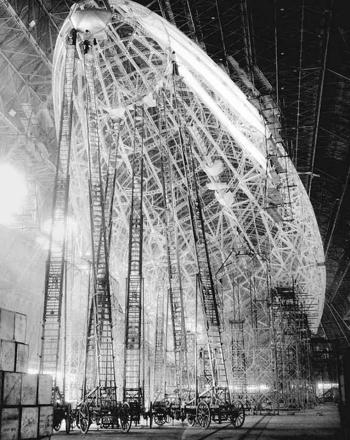 Constructing an airship. - Imgur