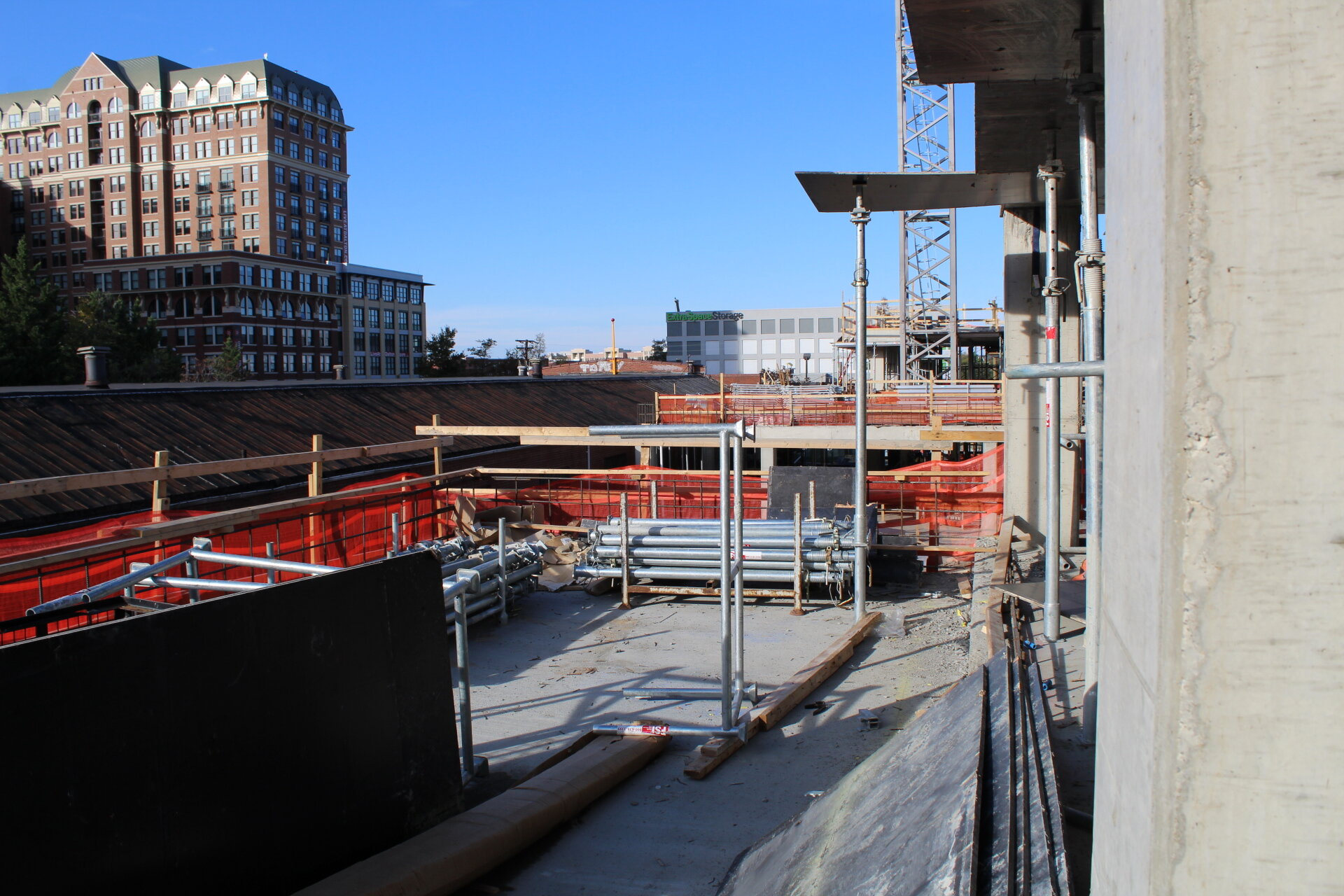 A second floor terrace on the west side of the building overlooks the Braddock Road metro neighborhood.