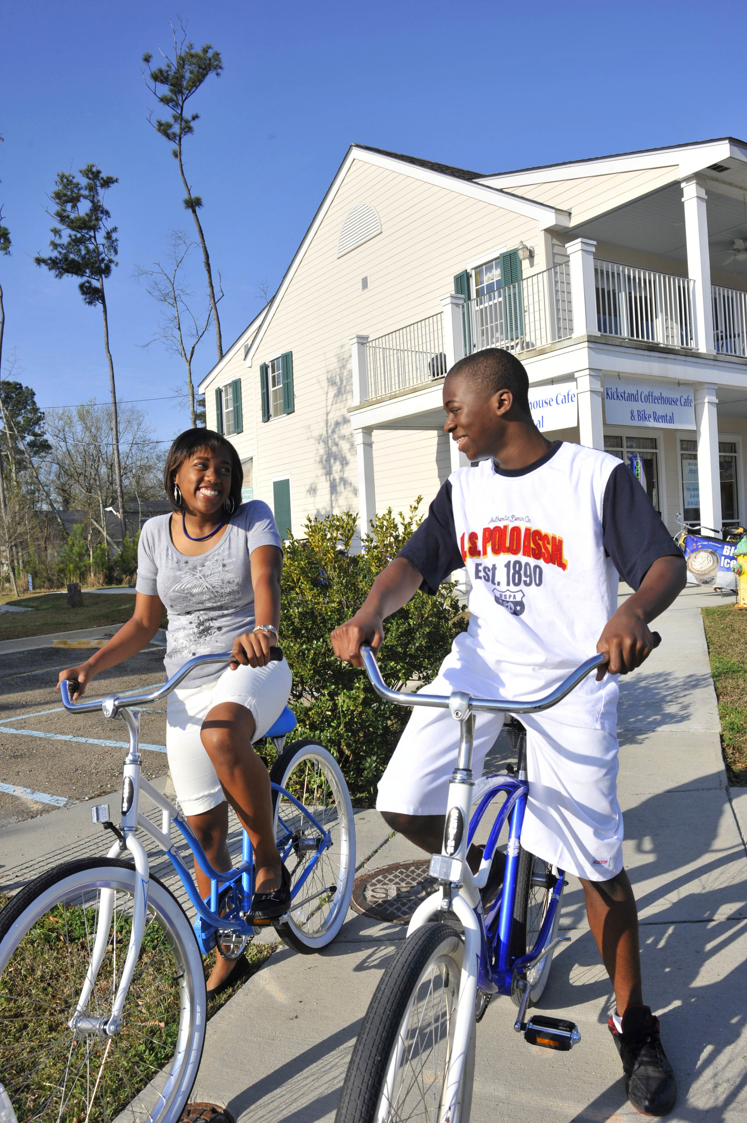 Riders about to get on Trace in old Mandeville. Courtesy LouisianaNorthshore.com.jpg
