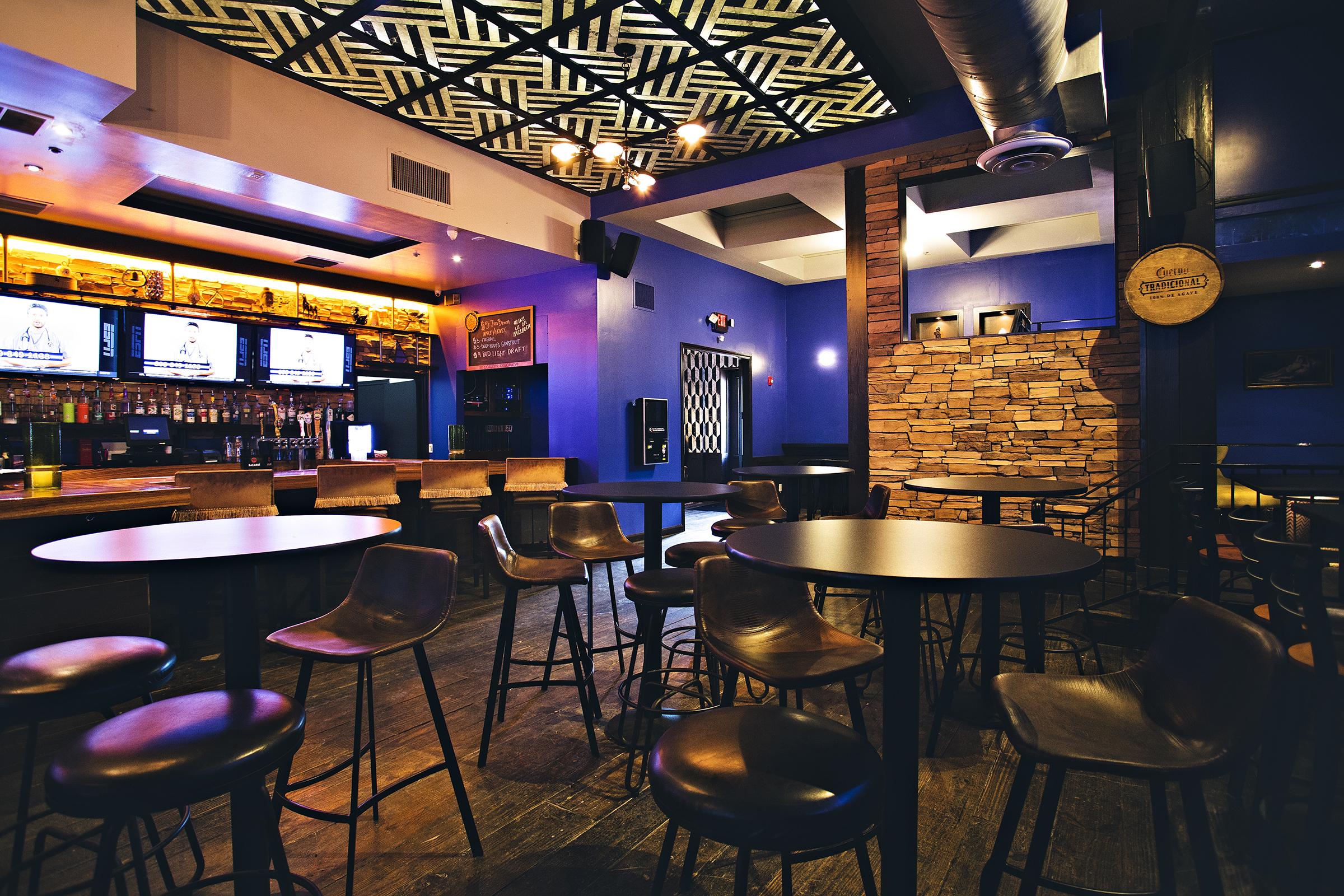 luxury gastro pub houston texas 77007.jpg