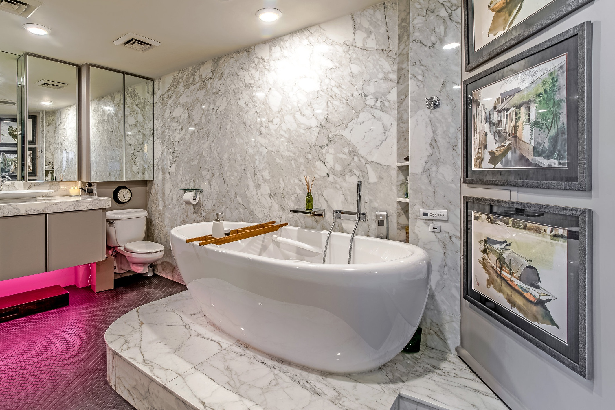 LUXURY+CONDO+MASTER+BATHROOM+TUB+HOUSTON+TEXAS+77056.jpg