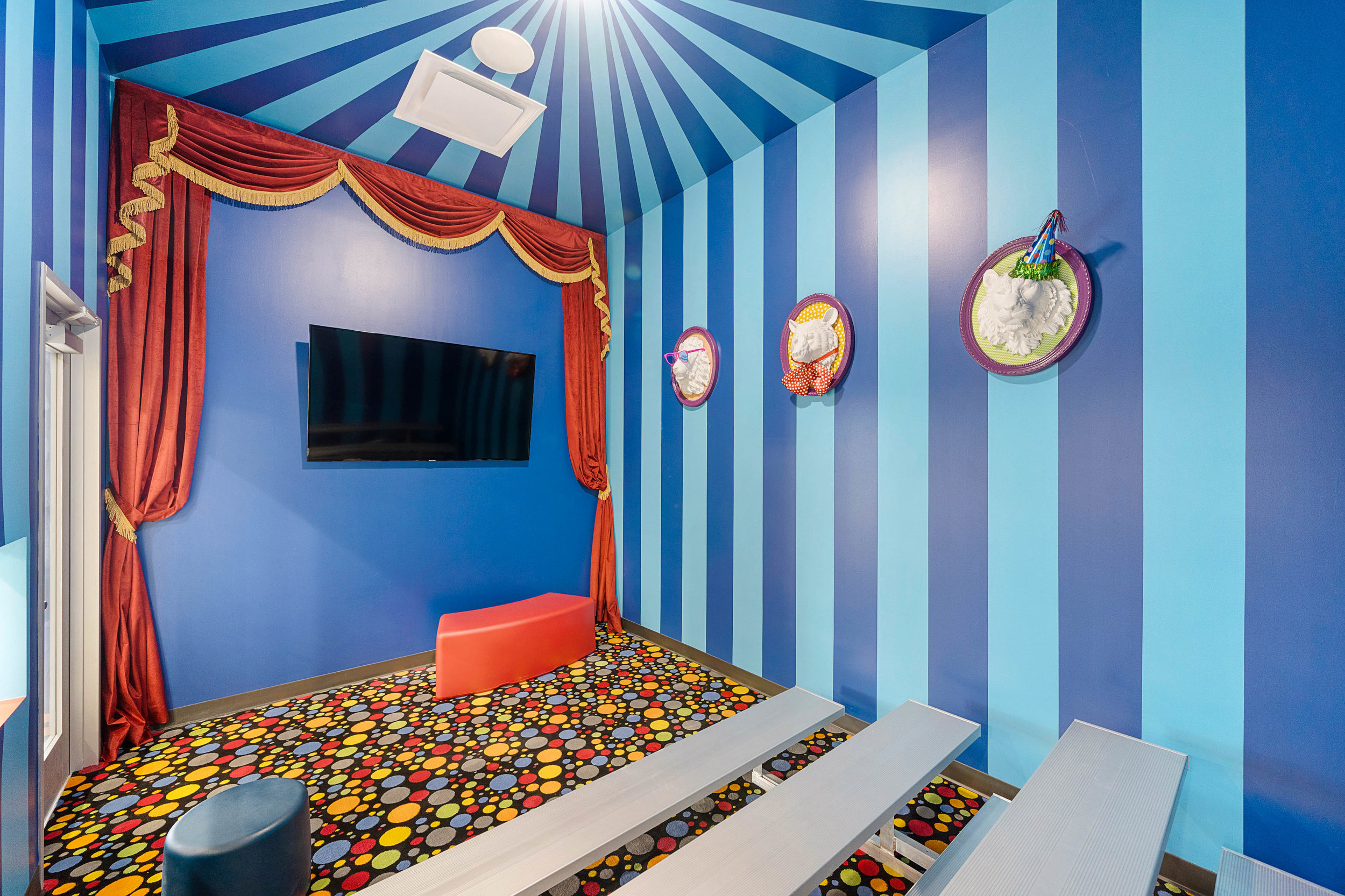 PEDIATRIC DENTIST MOVIE ROOM HOUSTON TEXAS 77022.jpg
