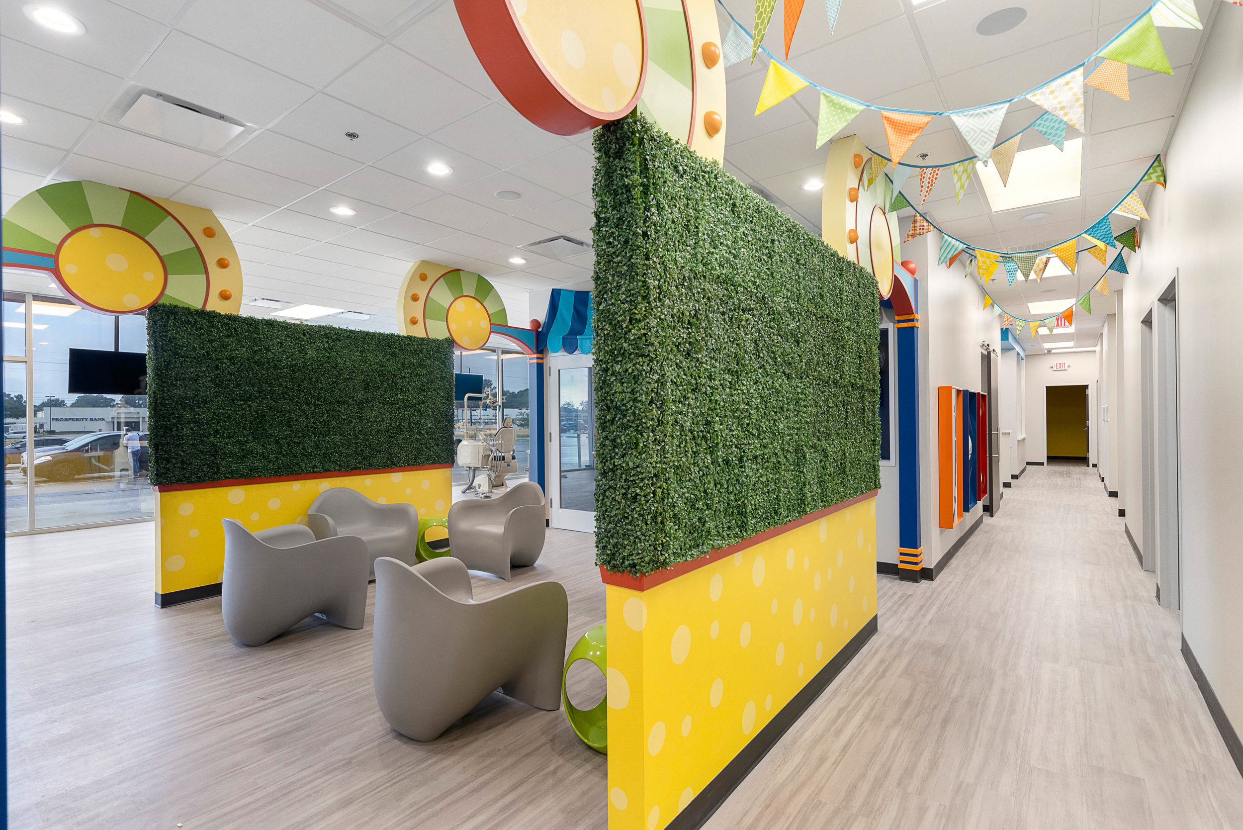 PEDIATRIC DENTIST OFFICE WAITING ROOM HOUSTON TEXAS 77008.jpg
