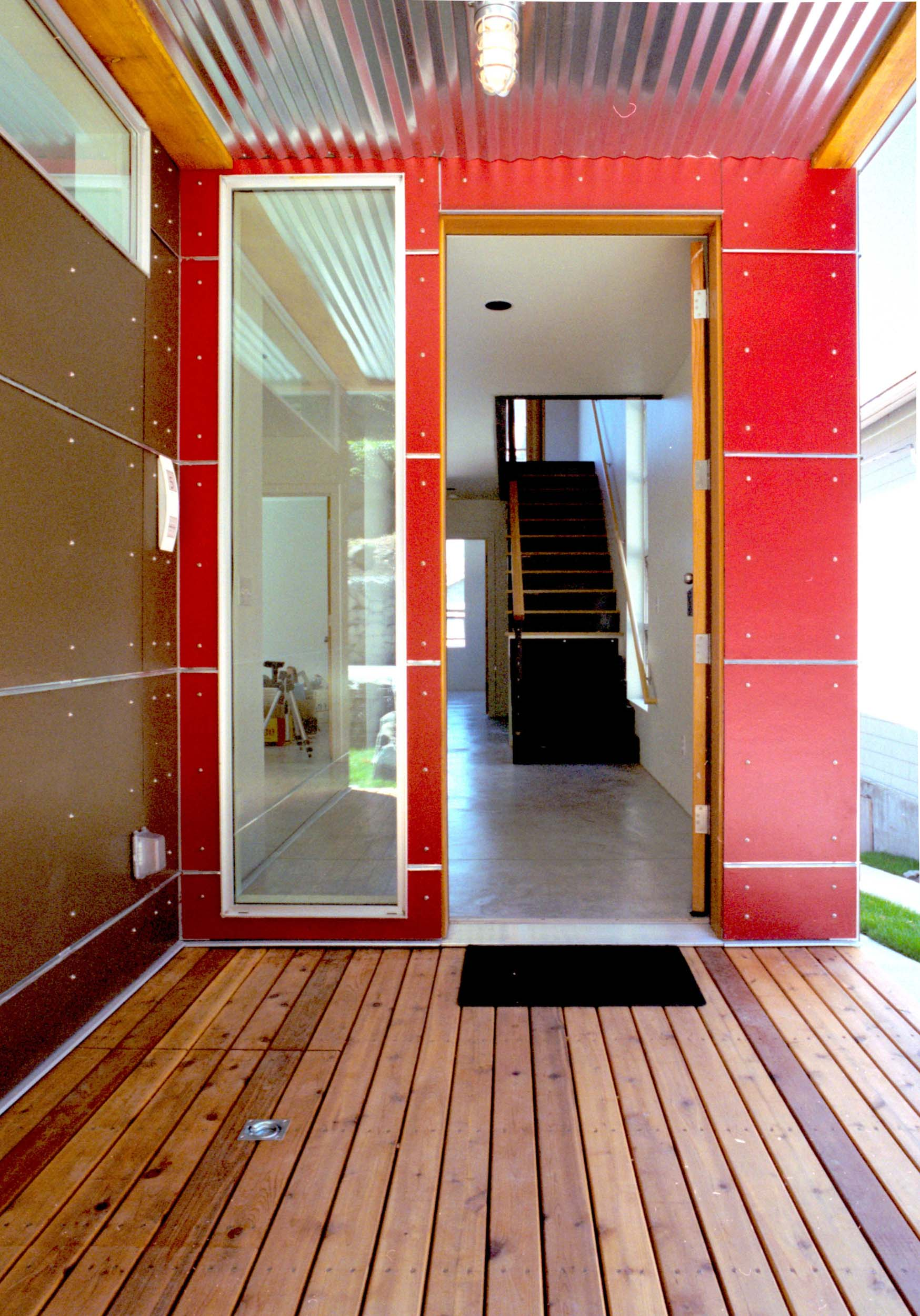 WC-STUDIO-CENTRAL-DISTRICT-HOUSE-COLORFUL-RED-ENTRY