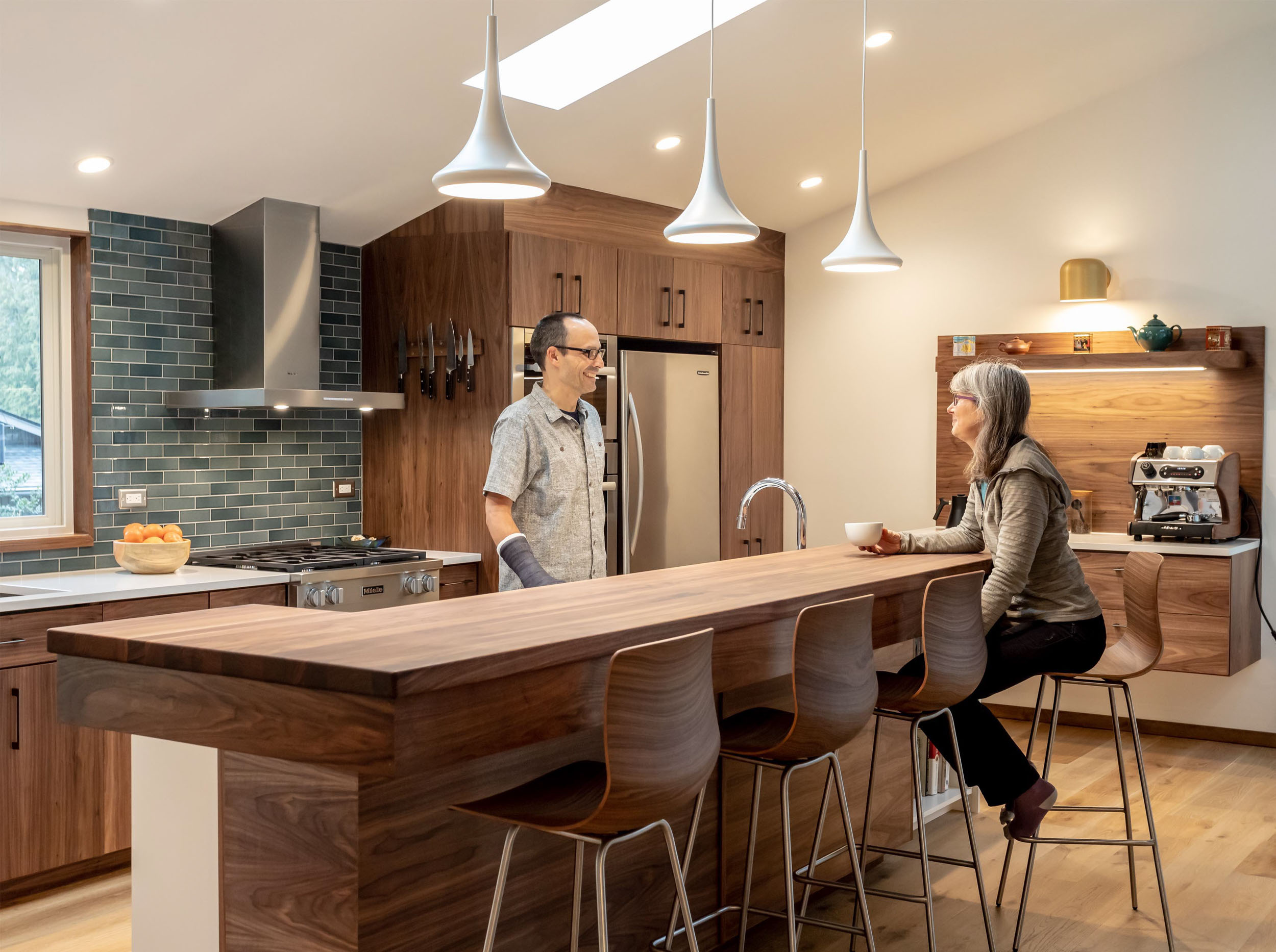 bellevue-home-renovation-kitchen-island-owners-wc-studio.jpg