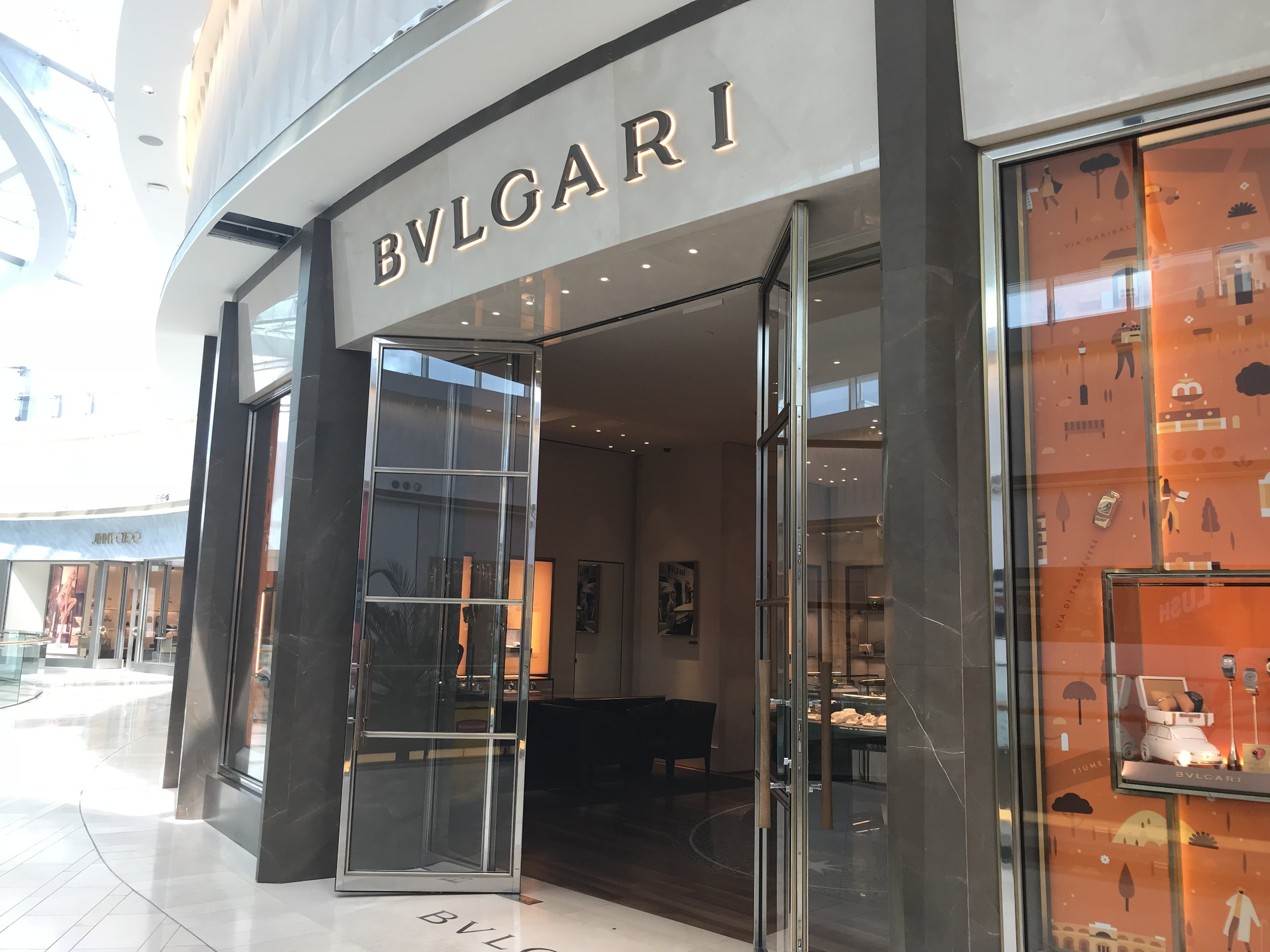 Receive a personalized in-store experience and an exlcusive Bulgari gift with any purchase. -