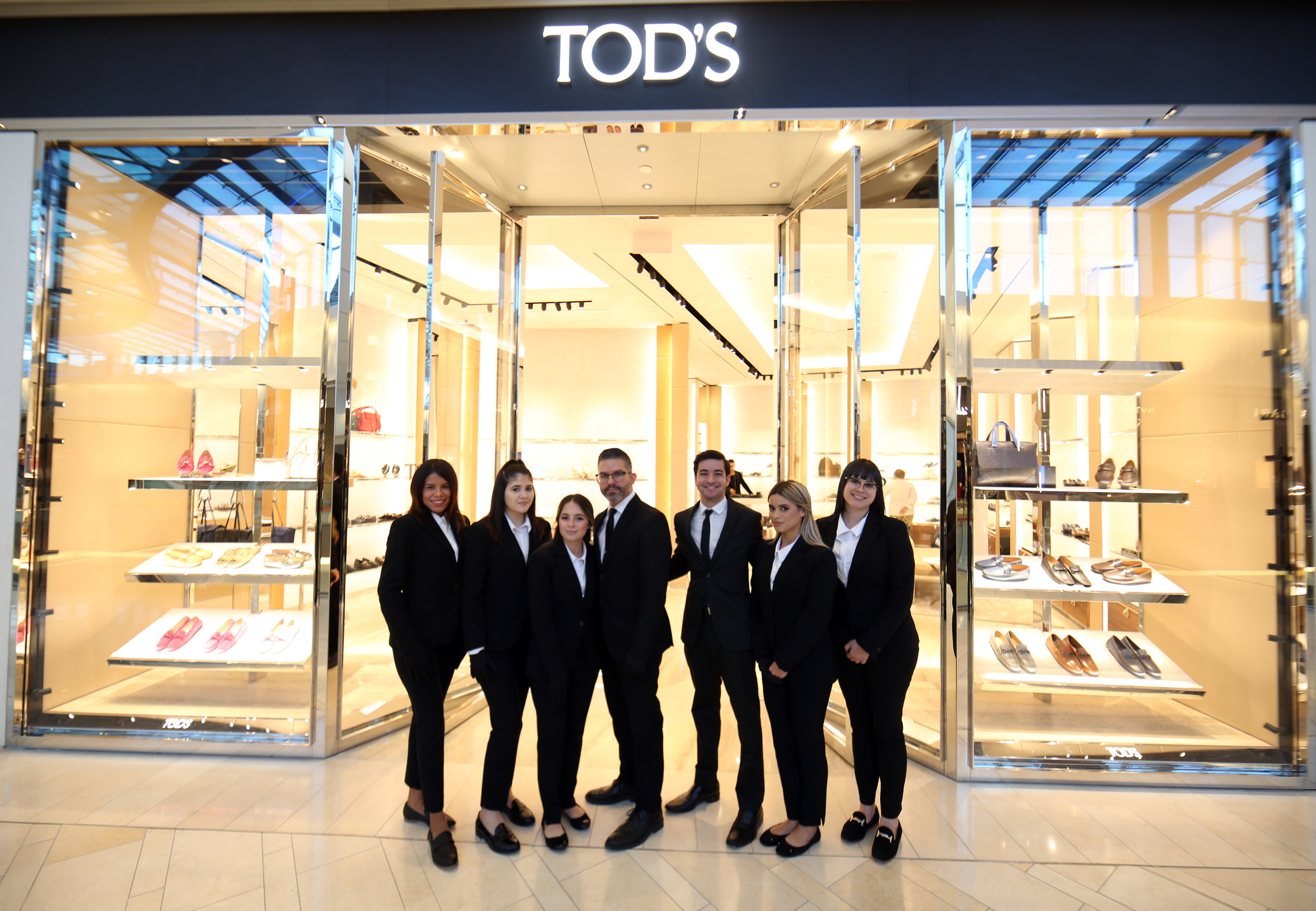 10% Discount for Key Club Members - Personal Purchases: 10% discount on products from Tod's boutique, The Mall of San Juan, on purchases made by Key Club members and their families. Non-Presential Purchases: The Tod's boutique, The Mall of San Juan, offers Key Club members the option to buy or separate products through digital catalog (sent by Whatsapp or Email) and by phone.