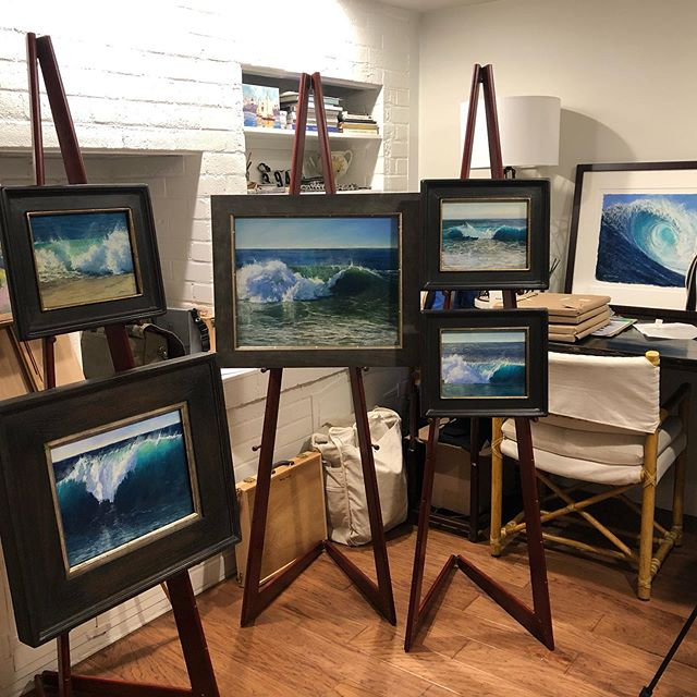 Surf's Up in the Studio - the waves are rollin in and out 'backdoor' and more 🌊🙌 come see them in person on the Island.  @huseskellygallery  @laskelly  @newportbeach  @surfrider  @surfersjournal  #lisaskellyfineart #huseskellygallery #newportbeachca #thewedge #cleanupouroceans #loveyourlife #pleinairmag #pleinairartist #sennelierpastels #ampersandpastelbord #balboaisland #californiaartist #californiacoast #bigwaveartist #travelartist