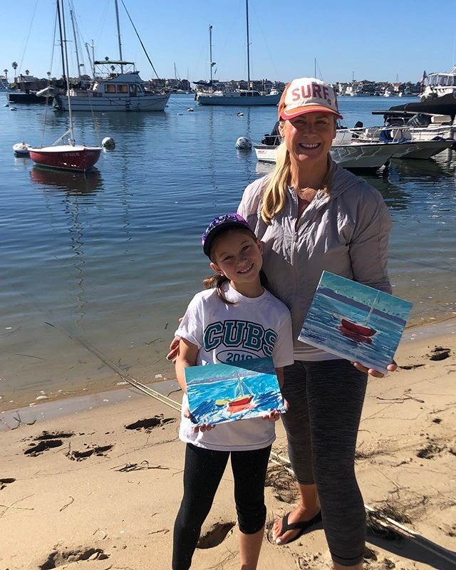 Teaching Plein Air to my new students 🤩 Penelope and her Grandfather. They had their first outdoor painting class on Balboa Island - Her smile and joy was priceless and you know it was successful when she can't wait to do it again! We painted this cute sailboat and the reflections in the water -such a beautiful place 🙌 it makes me so happy to share the gift of painting en Plein Air! @laskelly @huseskellygallery @pleinairmag @visitnewportbeach @visitbalboaisland #lisaskellyfineart #pleinair #californiaartist #balboaisland #originalart #paintwhatyoulove #huseskellygallery #newportharbor #paintfromreallife #paintoutside #getoutside