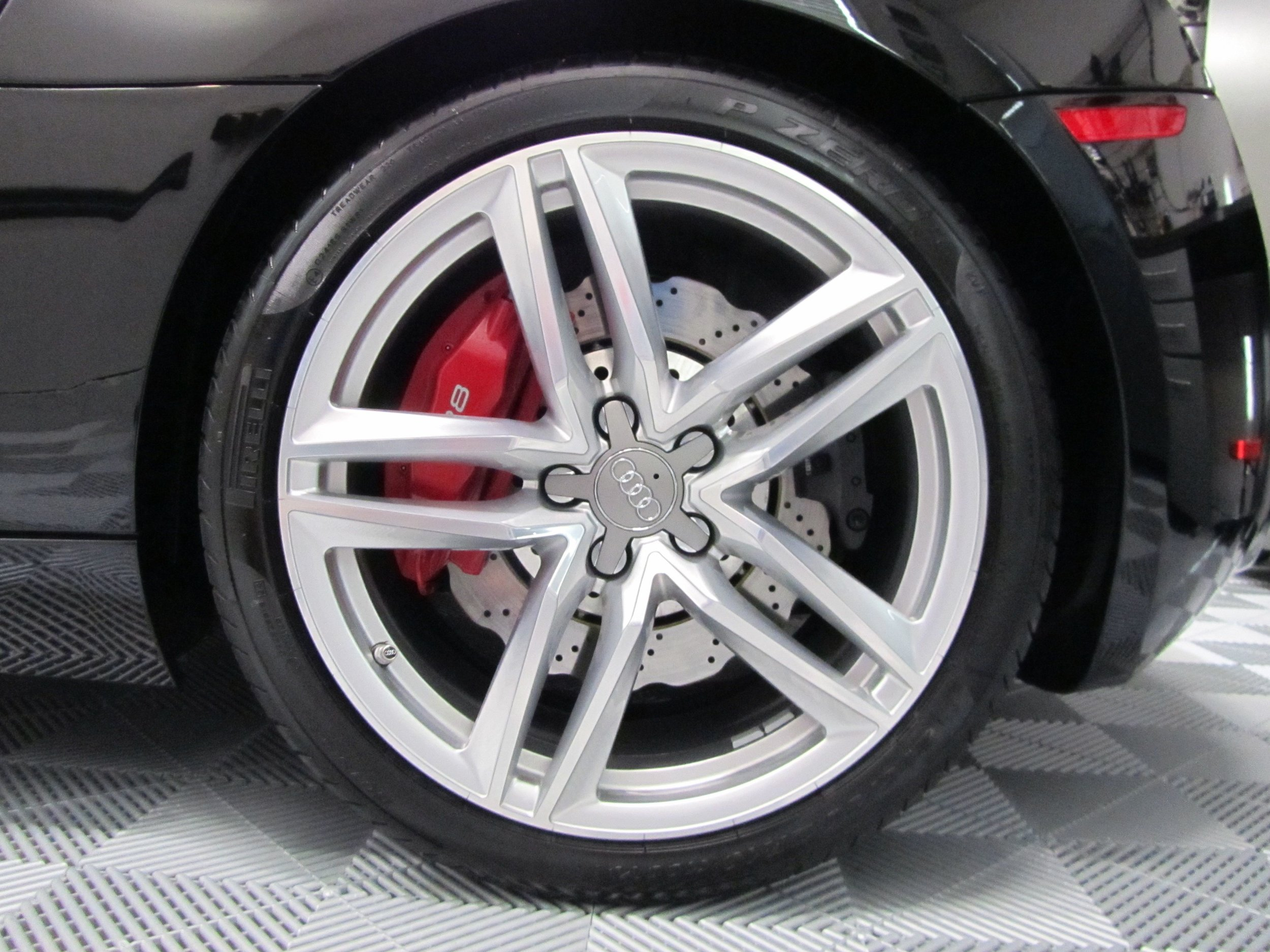 04 - 2015 Audi R8 Wheel.jpg