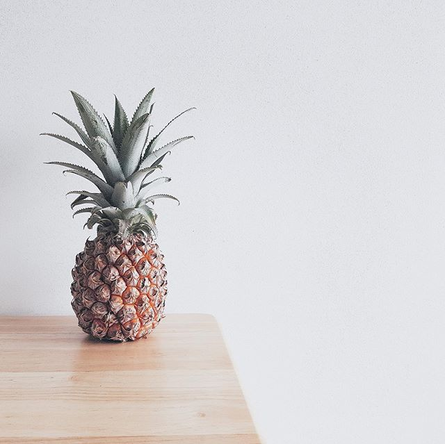 Let's talk superfoods. Our 'Super Keen' blend contains strawberry, goji berry, dragon fruit, mint and yup, 🍍 !  GF   V   Organic   Non-GMO  #pineapple #gojiberry #mint #dragonfruit #strawberry