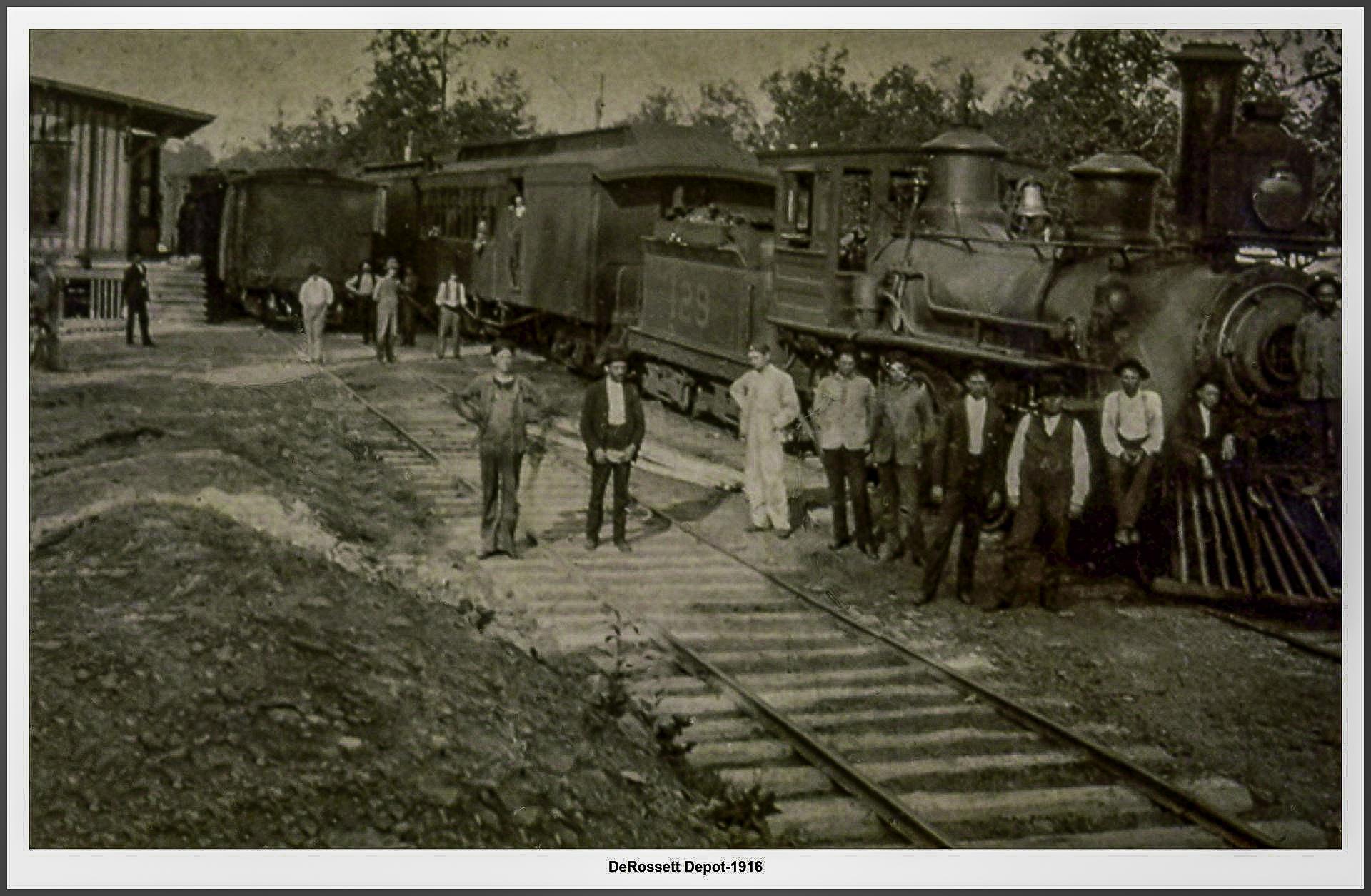 DeRossett Depot in 1916