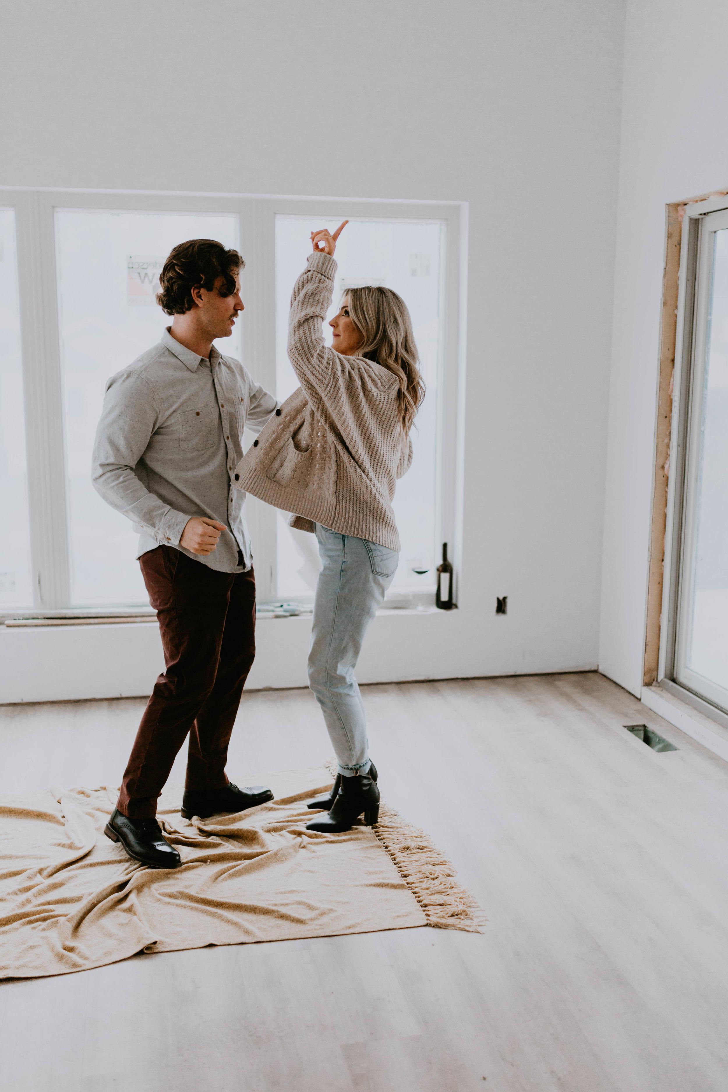 romantic, natural, amusing engagement session