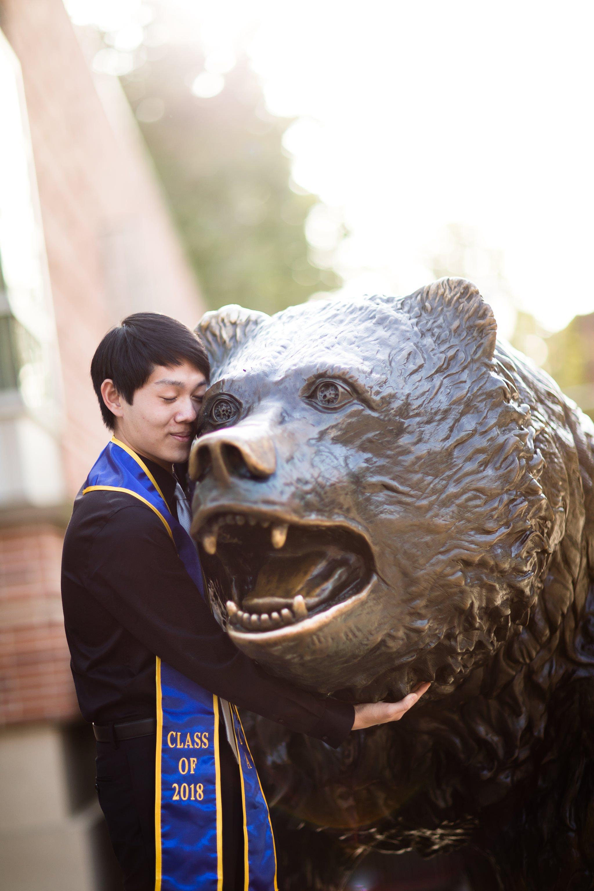 los-angeles-ucla-senior-graduation-portraits-hugging-bruin-bear