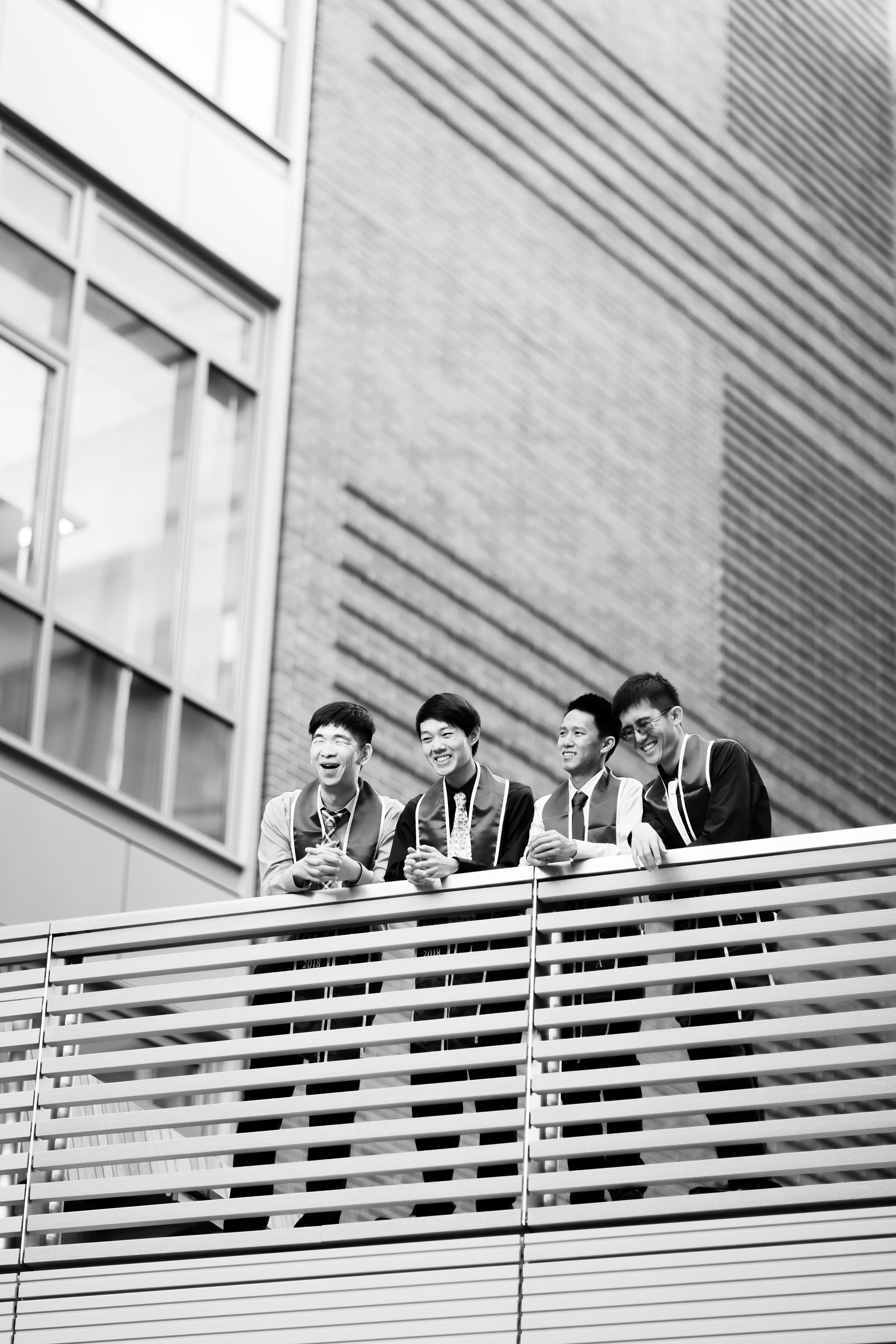 los-angeles-ucla-senior-graduation-portraits-epic-environmental-candid-laughing-friends-black-and-white