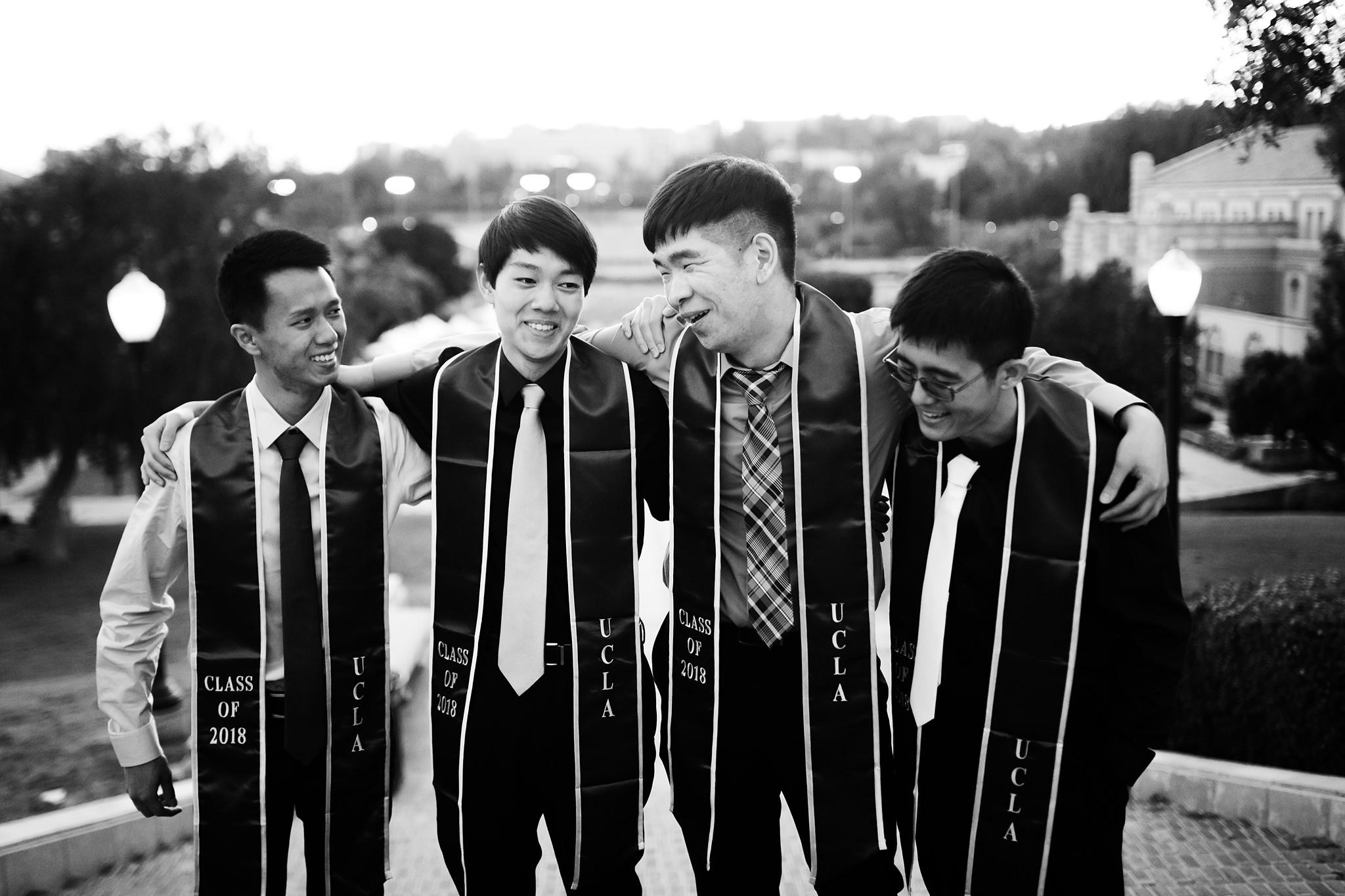 los-angeles-ucla-senior-graduation-portraits-candid-friends-at-janss-steps-black-and-white
