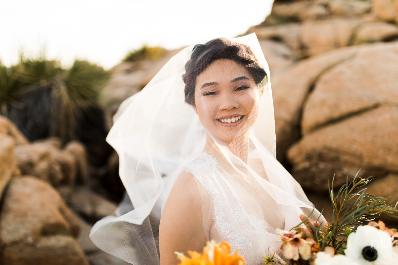 joshua-tree-engagement-wedding-elopement-photography-stylized-photoshoot-bridal-portrait-with-veil-floral-bouquet