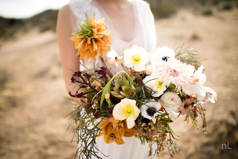 joshua-tree-engagement-wedding-elopement-photography-stylized-photoshoot-close-up-bridal-bouquet-portrait