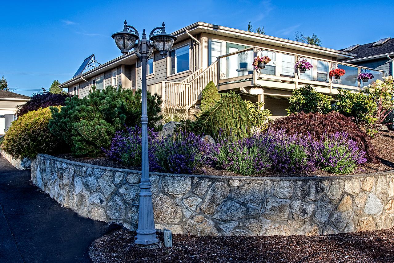Beachside-Perennials-grasses--MustangLandscape-Victoria-BC-garden-shrubs.jpg