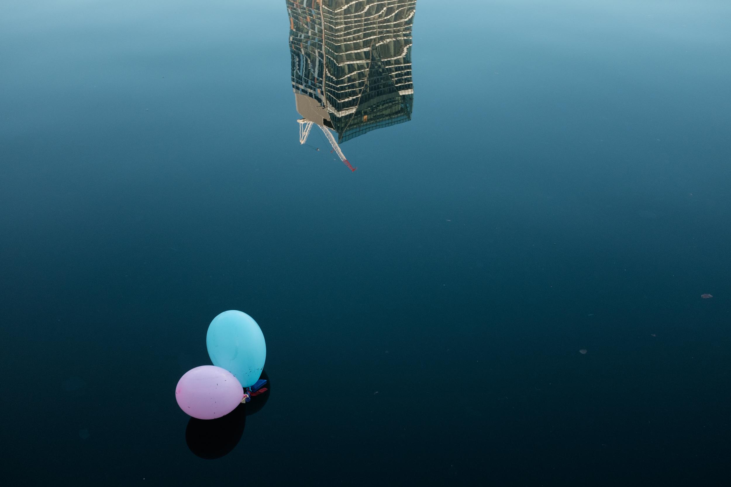 09_Jonathan_Pui_Australian_street_photography_pink_blue_balloon_building_aussie_street_sydney.JPG