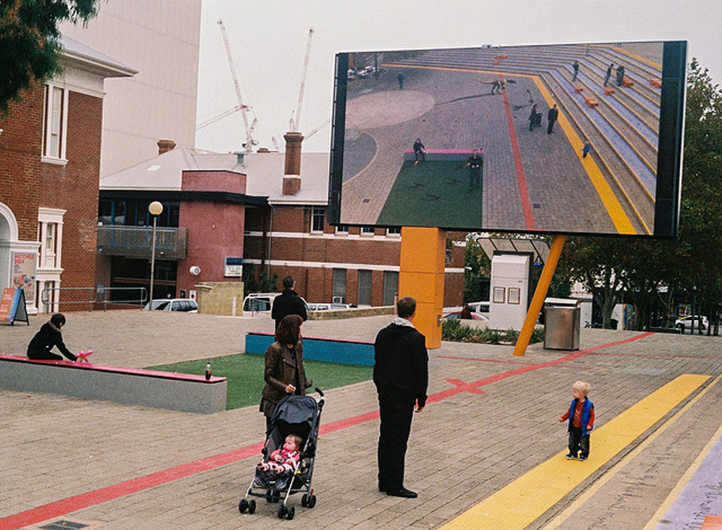 justin_tan_torres_australian_street_photography_screen_cultural_centre_dinosaurs_cctv_perth_northbridge_2014_05..jpg